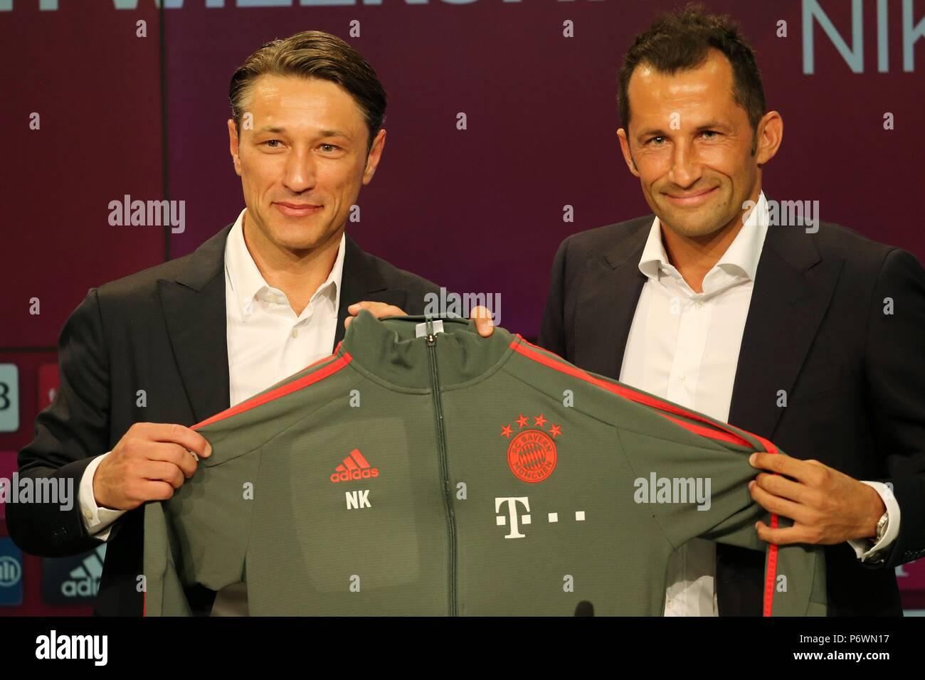 Mnchen Deutschland 02 Juli 2018 Firo 02072018 Fuball 1 Pindah Kredit0 Des Fc Bayern Niko Kovac Hasan Salihamidzic Gestik Mimik Jersey Transfer Verwendung Der Weltweiten Kredit