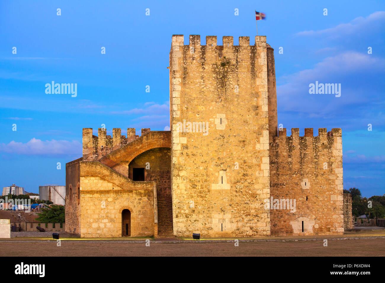 Dominikanische Republik, Santo Domingo, Colonial Zone, Fortaleza Ozama, jetzt die Seite des Museo de Armas, eine militärische Musuem, Torre del Homenaje - Turm der Hommage Stockbild
