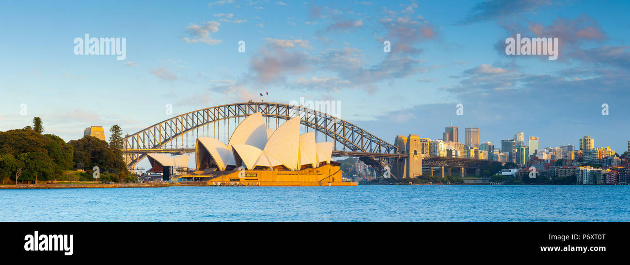 Sydney Opera House und die Harbour Bridge, Darling Harbour, Sydney, New South Wales, Australien Stockbild