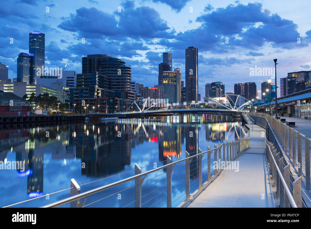South Wharf Skyline in der Morgendämmerung, Melbourne, Victoria, Australien Stockbild