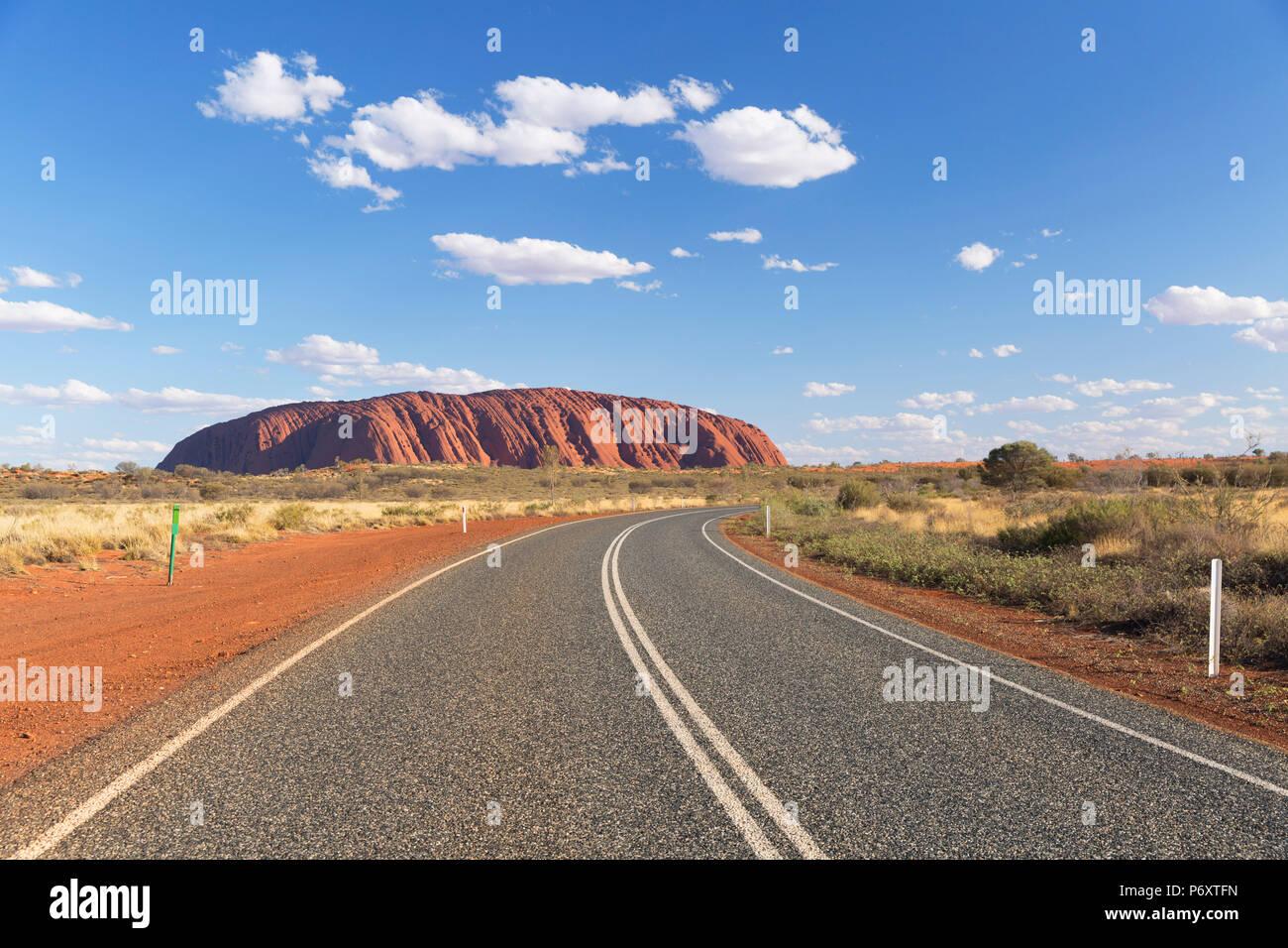 Uluru (UNESCO-Weltkulturerbe), Uluru-Kata Tjuta National Park, Northern Territory, Australien Stockbild