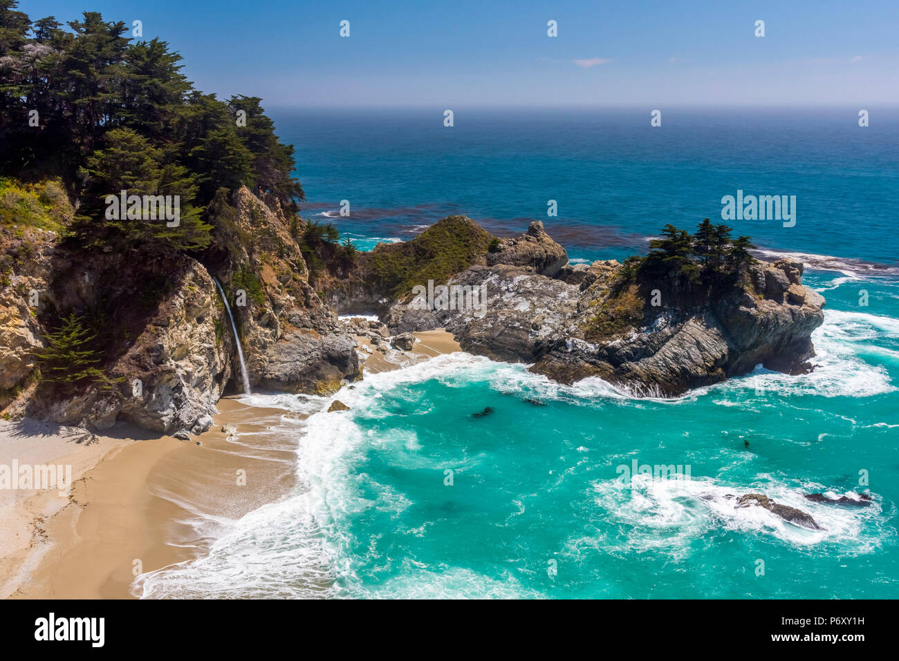 USA, Kalifornien, Big Sur, Pacific Coast Highway (California State Route 1), Julia Pfeiffer Burns State Park, McWay Cove, McWay Falls Stockbild