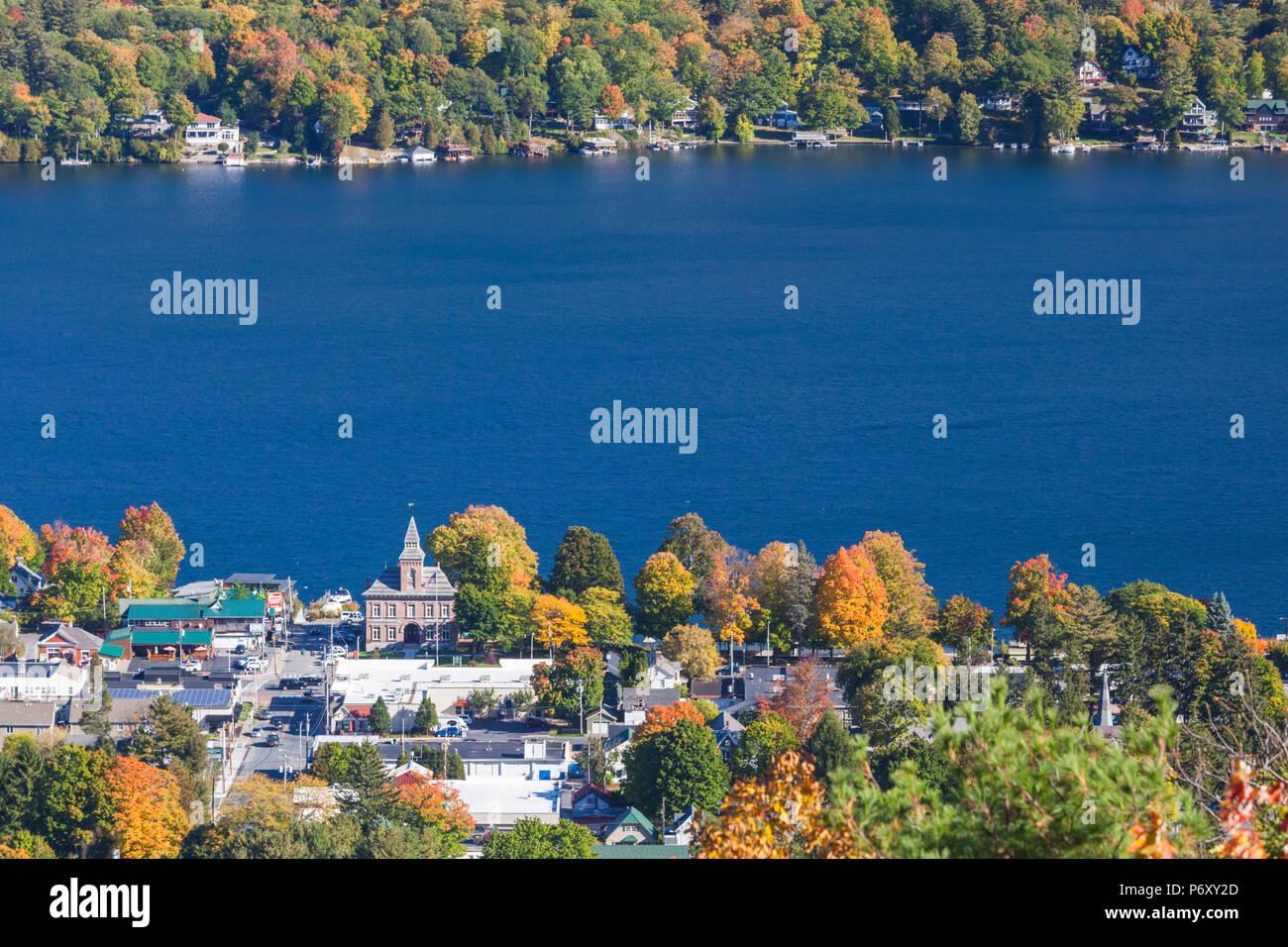 USA, New York, Adirondack Mountains, Lake George, Erhöhte Ansicht, Herbst Stockbild