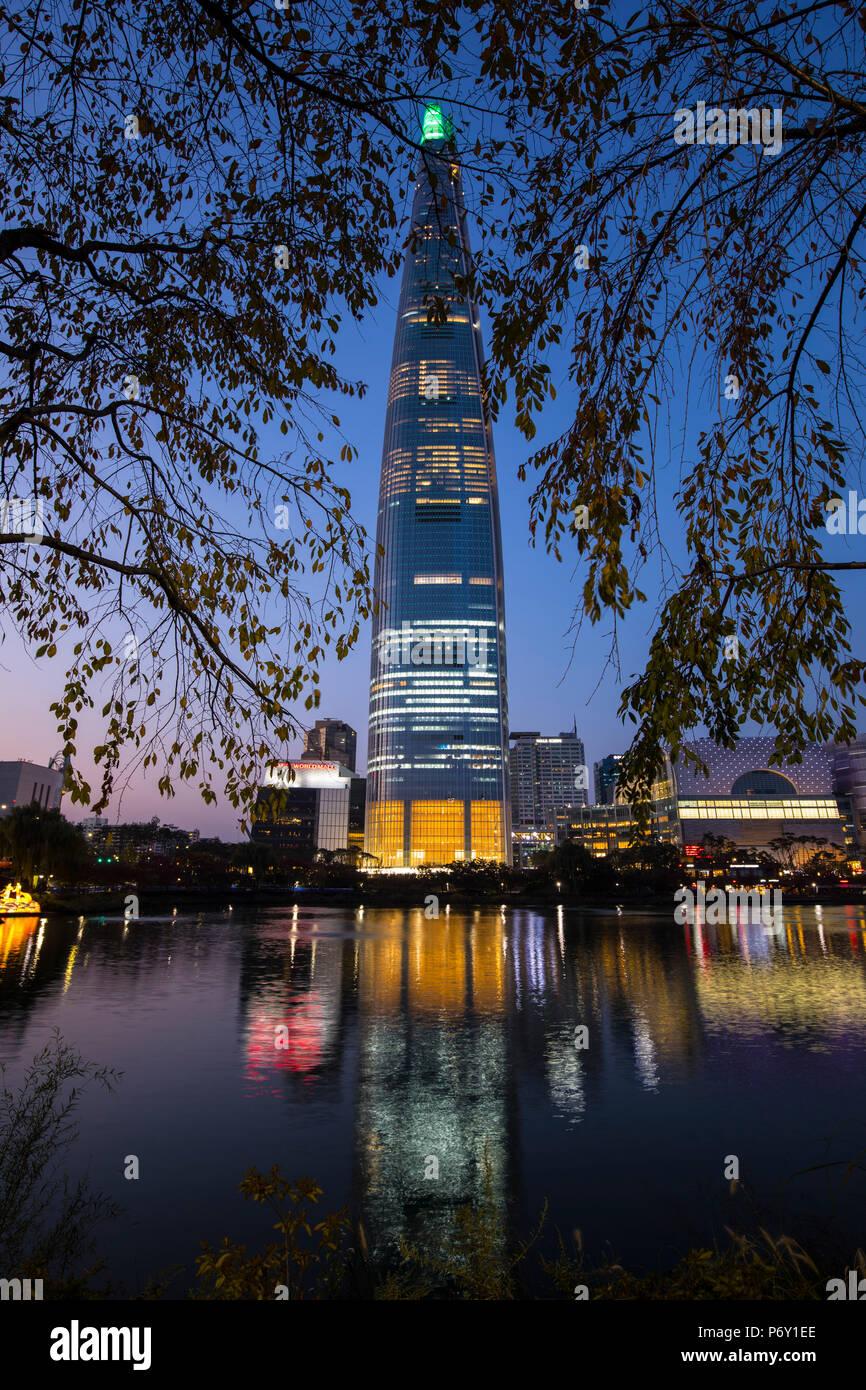 Lotte Tower (555 m supertall Wolkenkratzer, 5. höchste Gebäude der Welt, wenn in 2016 abgeschlossen), Seoul, Südkorea Stockbild