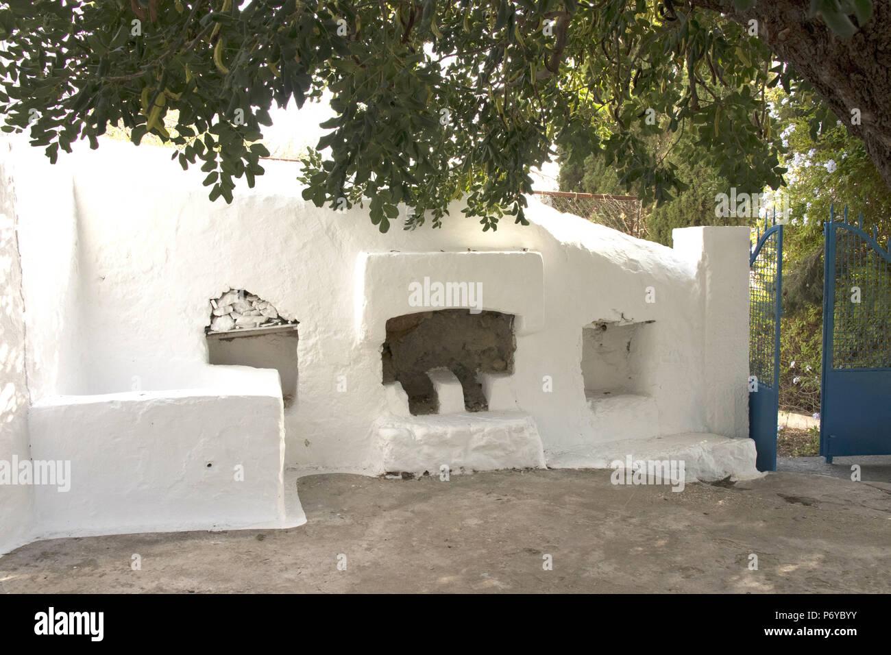 Outdoor Küche Mit Steinofen : Mittelmeer küche mit steinofen auch keramikboden u interieur und