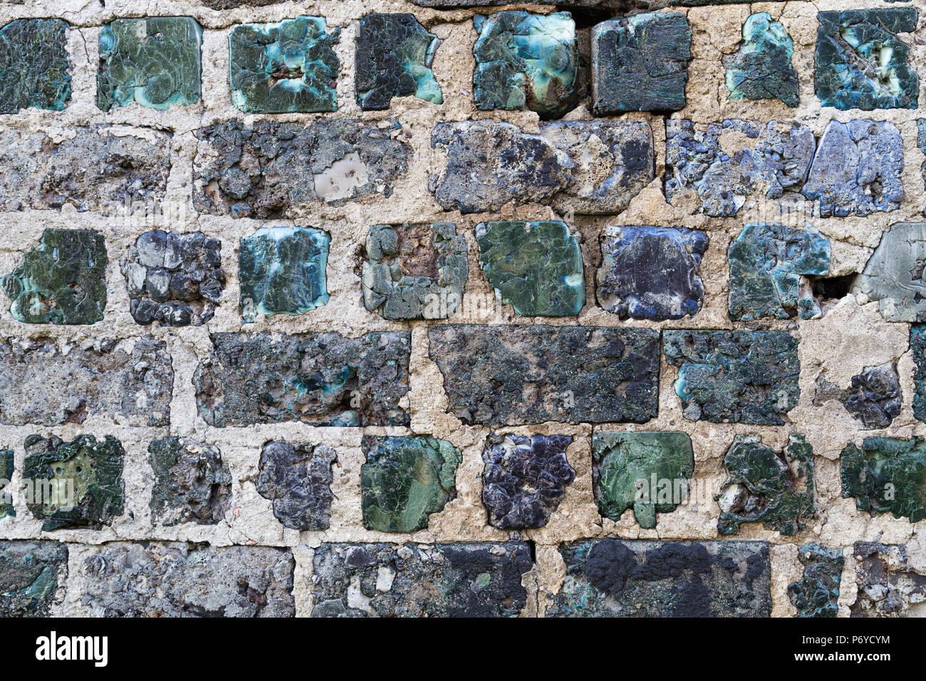 Handgefertigte stein Wand aus grünen, unregelmäßige Schlacke ...