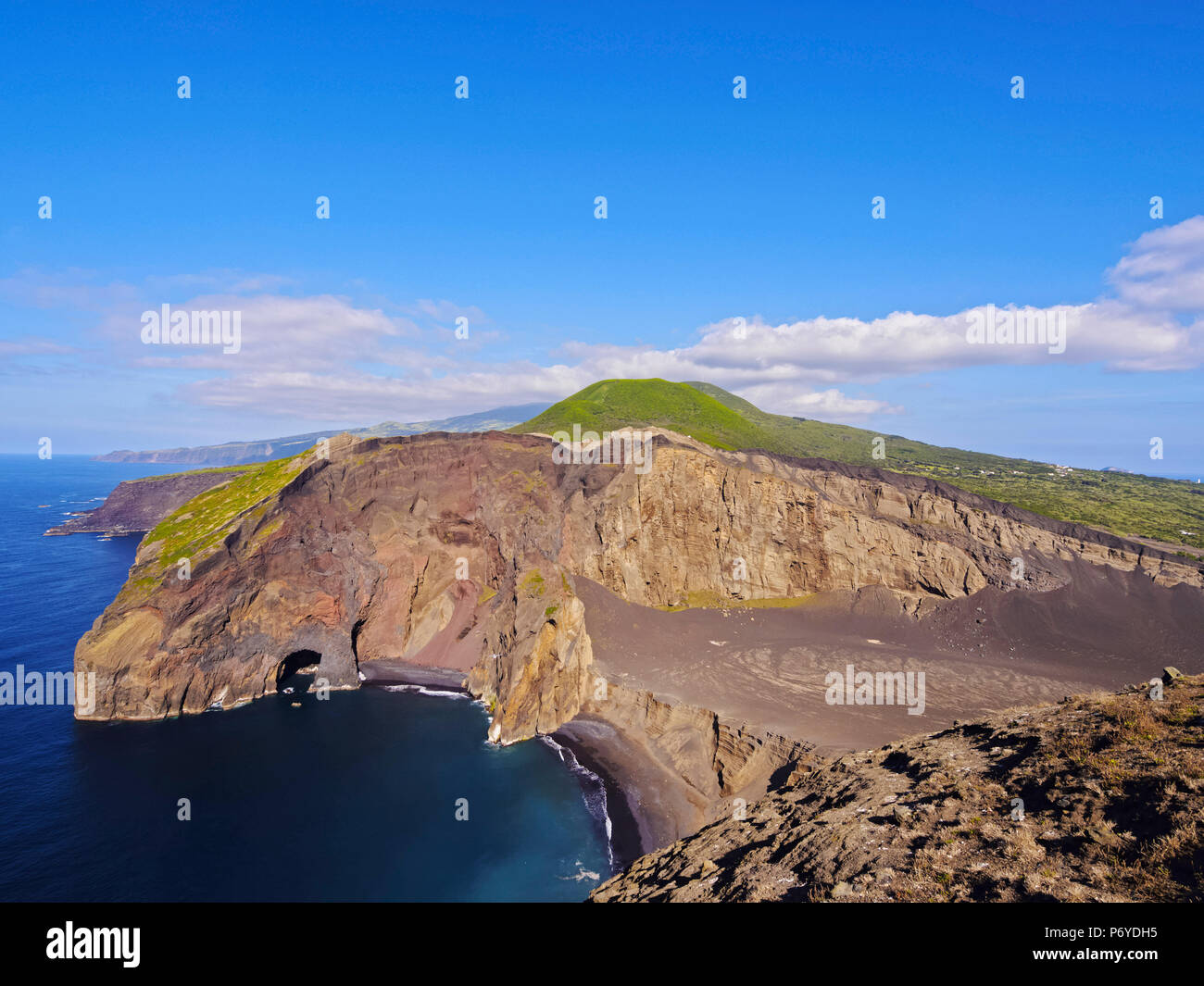 Portugal, Azoren, Faial, Ponta Dos Capelinhos, Blick auf den Vulkan Capelinhos. Stockbild