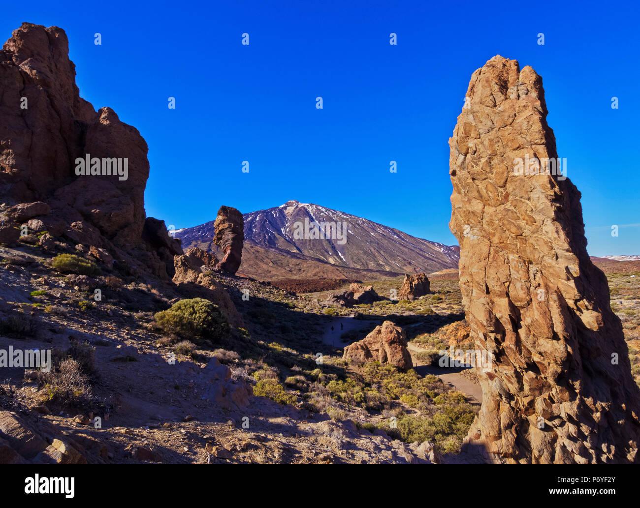 Spanien, Kanarische Inseln, Teneriffa, Teide Nationalpark, mit Blick auf die Garcia Felsen und Teide. Stockfoto