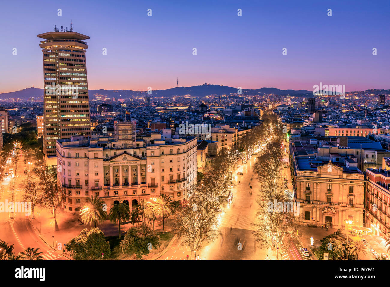 Die Skyline der Stadt und der Rambla Fußgängerzone, Barcelona, Katalonien, Spanien Stockbild