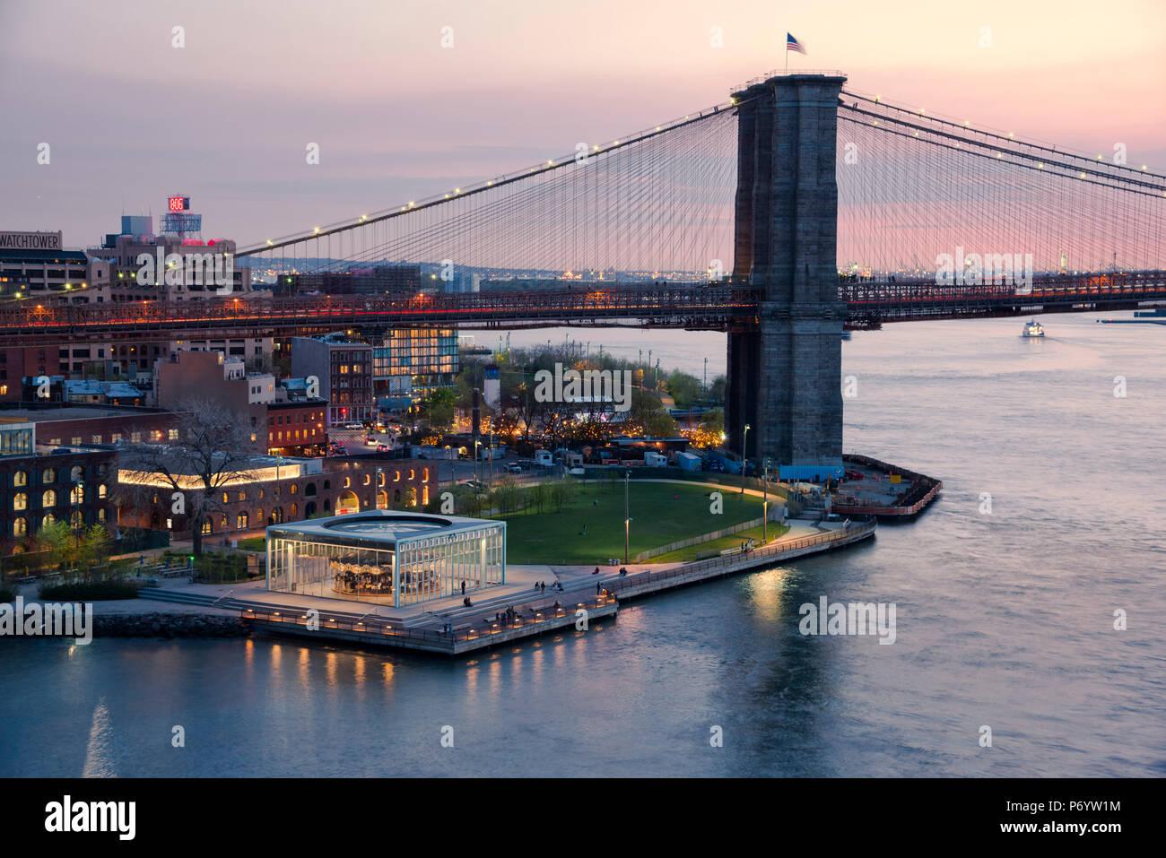 USA, New York, DUMBO, Brooklyn Bridge, East River, Brooklyn Bridge Park Stockbild