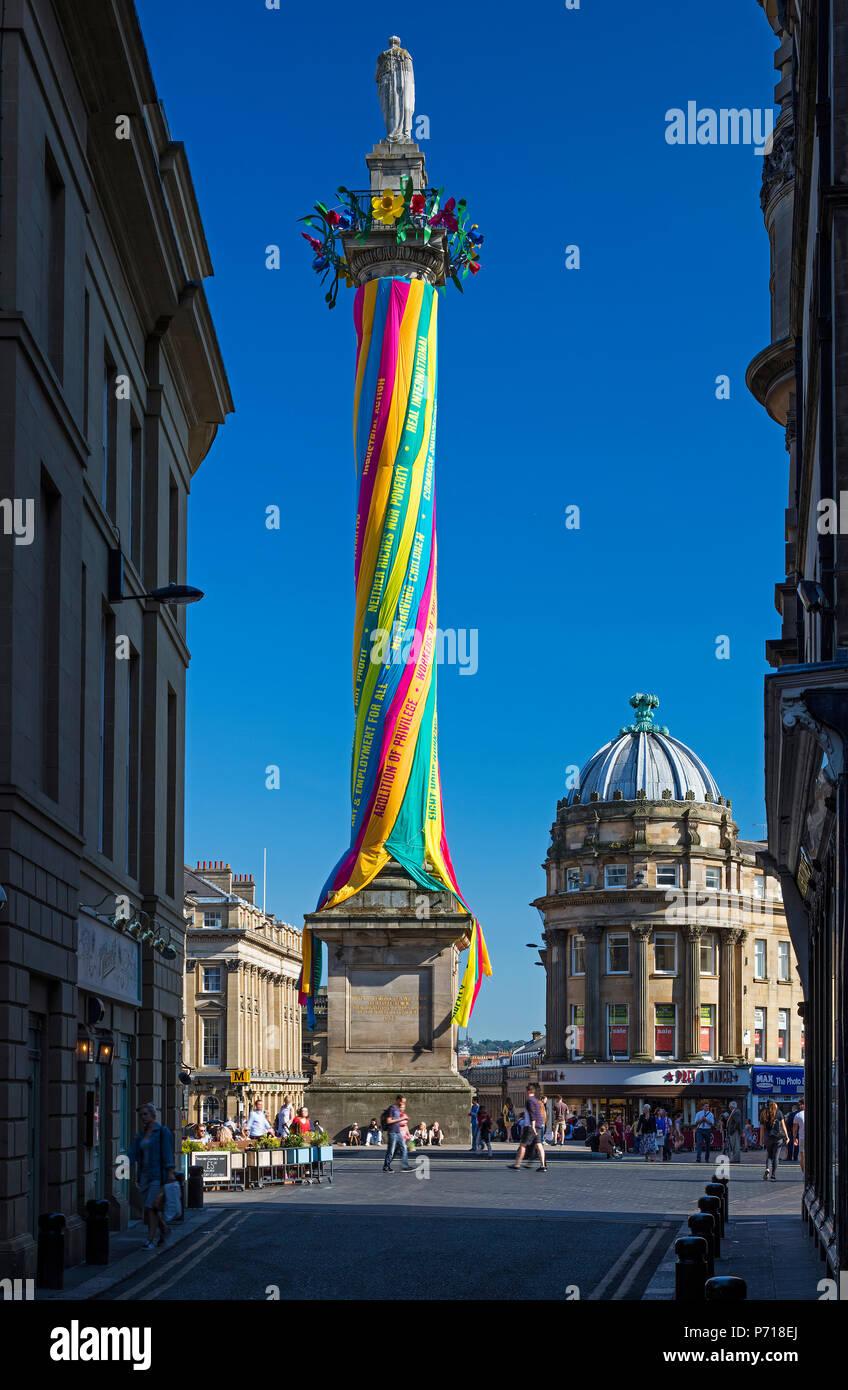 """""""Des Arbeitnehmers Maibaum """"Grey's Monument, das während der großen Ausstellung des Nordens, Newcastle Upon Tyne, Tyne und Wear, England, Vereinigtes Königreich Stockbild"""