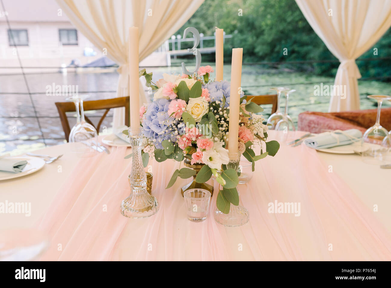 Dekoration Tisch In Eine Klassische Hochzeit Ein Anmutiges Bouquet
