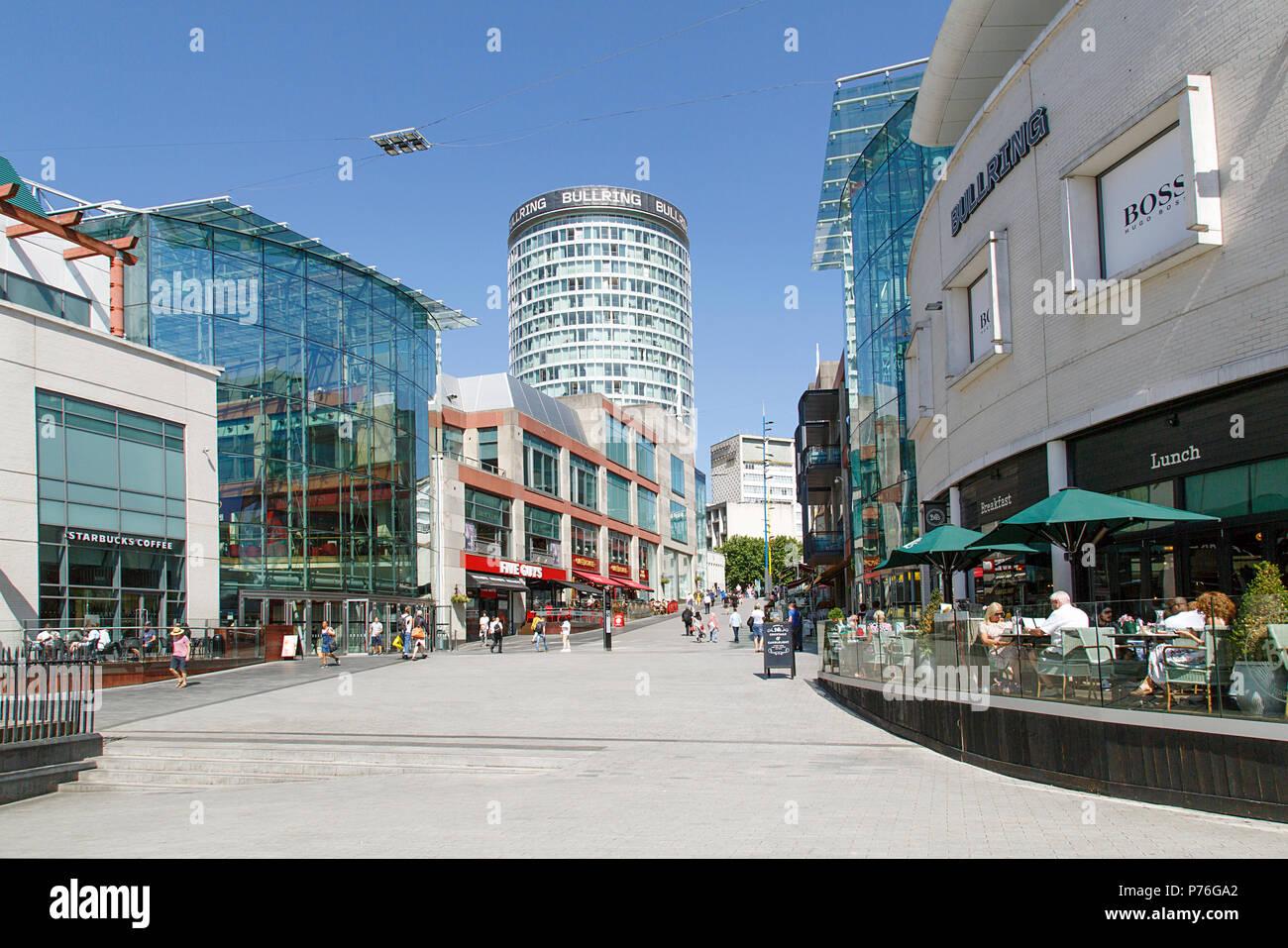 Birmingham, Vereinigtes Königreich: 29. Juni 2018: Der Bullring Shopping Centre - Birmingham. Menschen Einkaufen in der Fußgängerzone in der Nähe der Grand Central Station. Stockbild