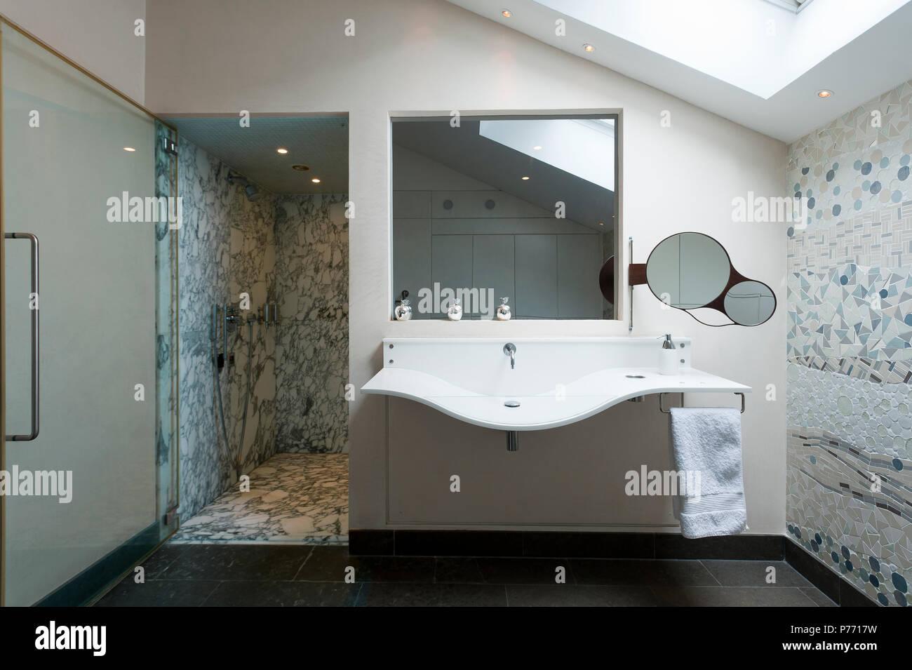 Modernes Bad Mit Fliesen