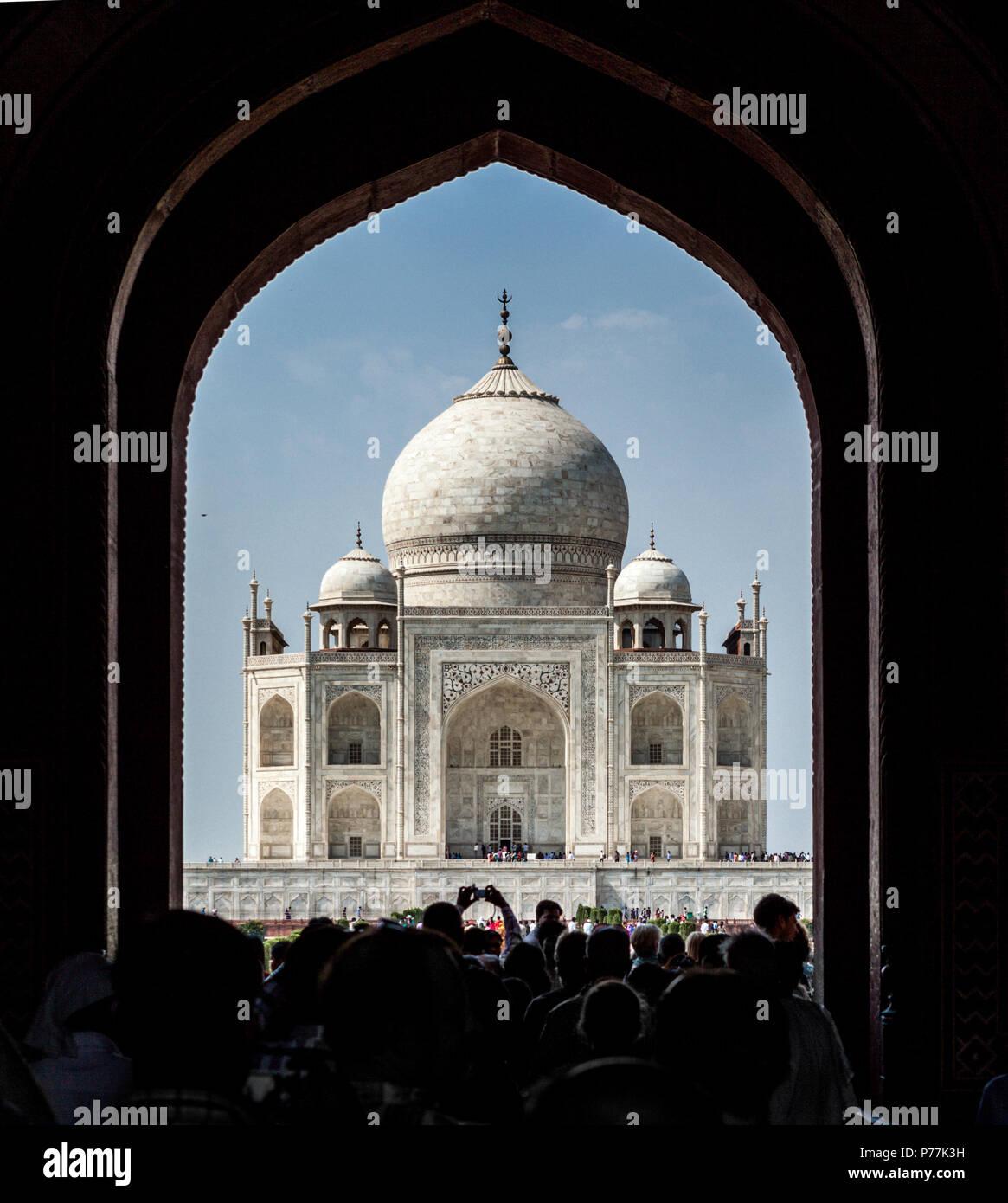 Taj Mahal in einem Türrahmen, Agra, Indien Stockbild