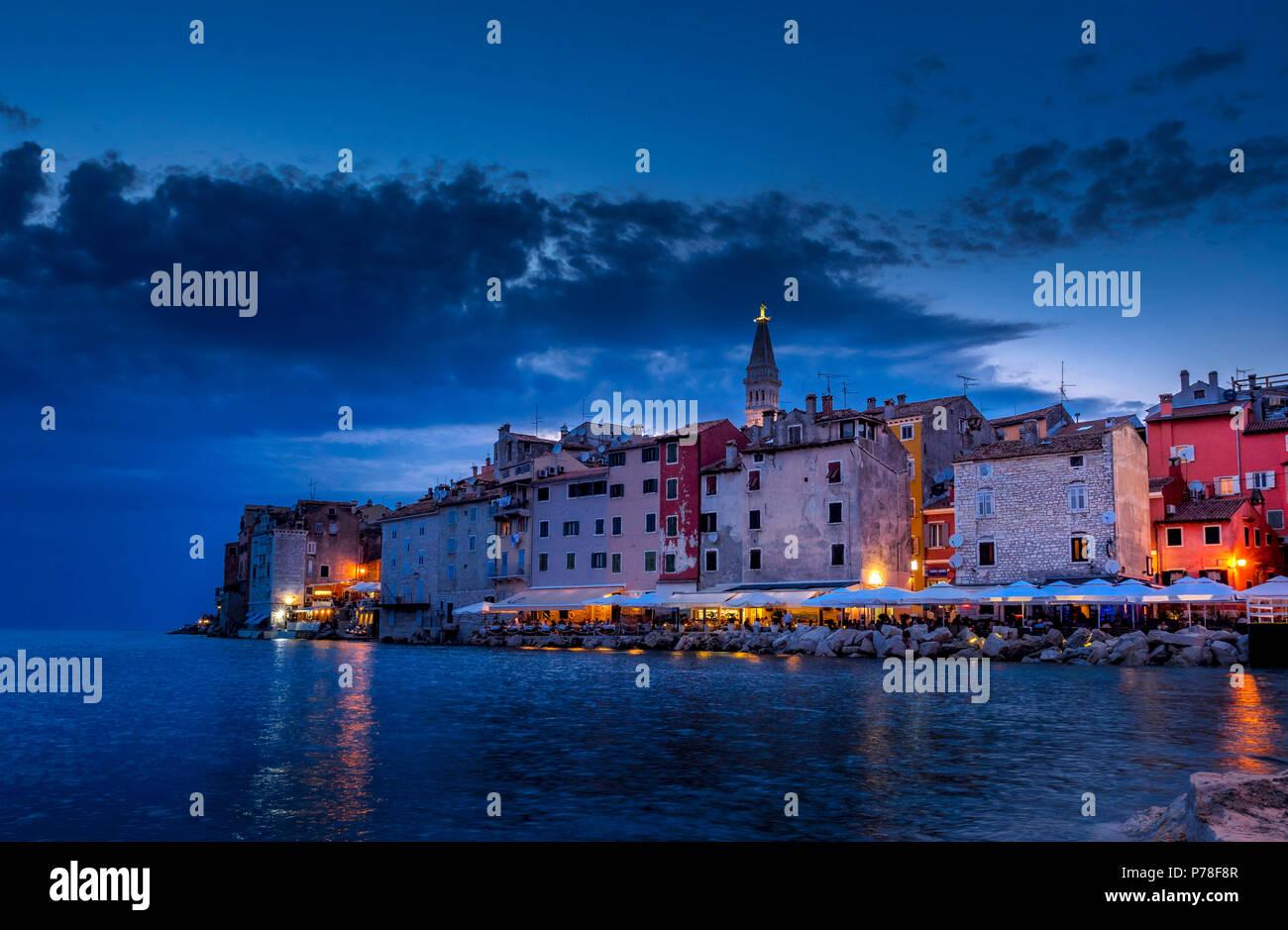 In der Nacht Blick auf Rovinj, Istrien, Kroatien, Europa Stockbild