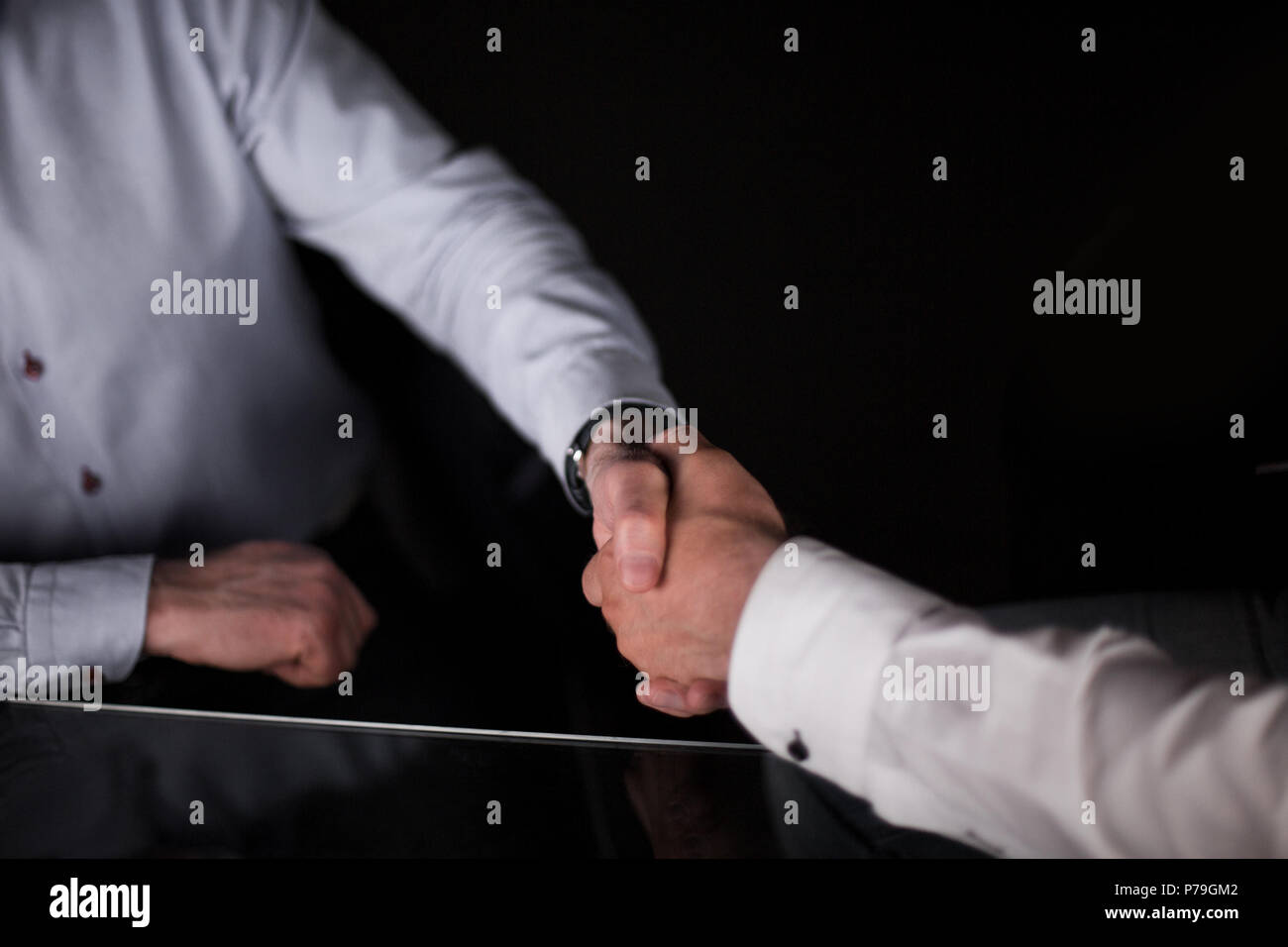 Aus der Nähe. Ein solides Geschäft Handshake Stockbild