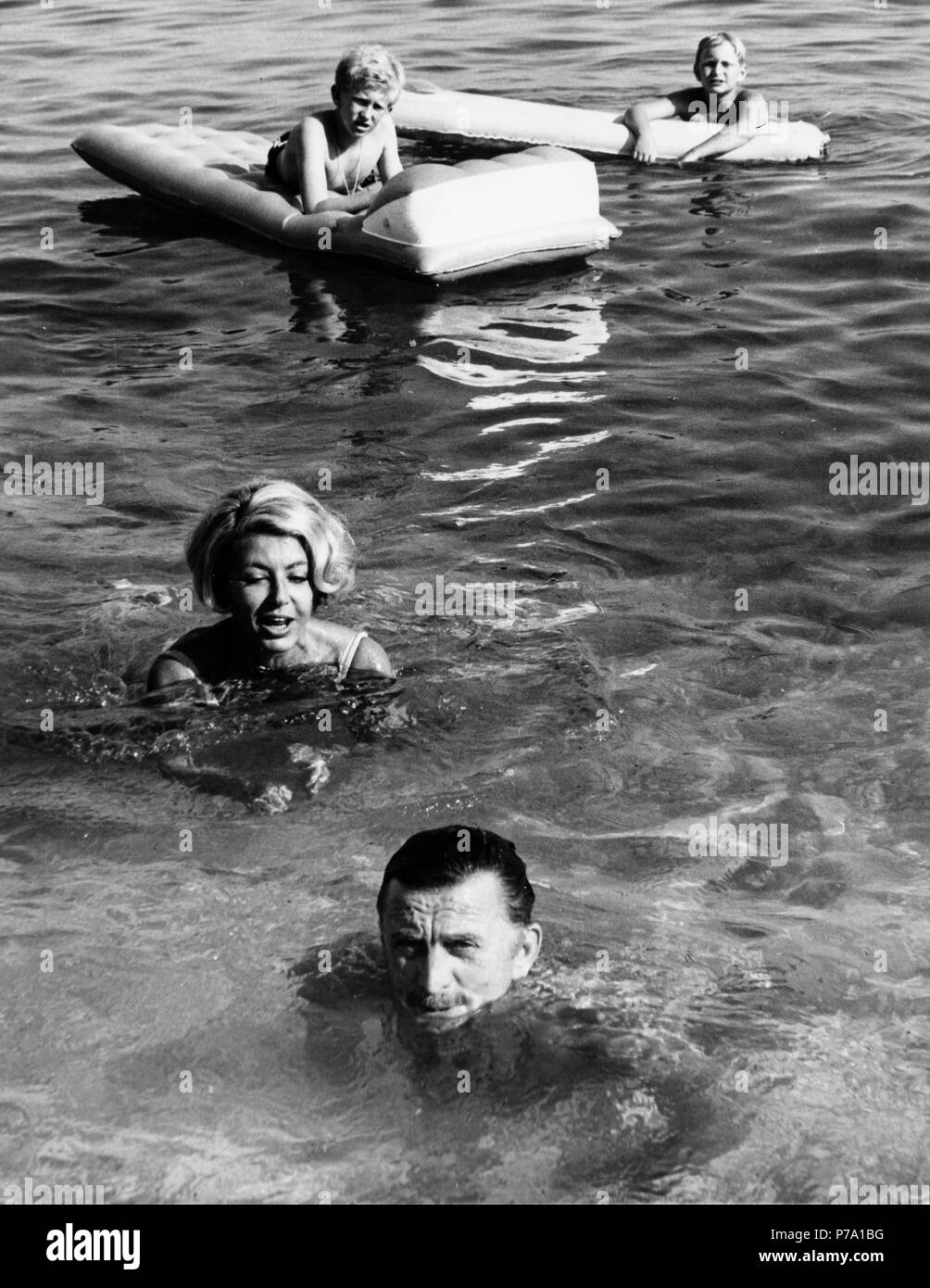 Kirk Douglas, Anne Buydens, Peter Douglas, Eric Douglas, Urlaub im Fürstentum Monaco, August 1967 Stockfoto