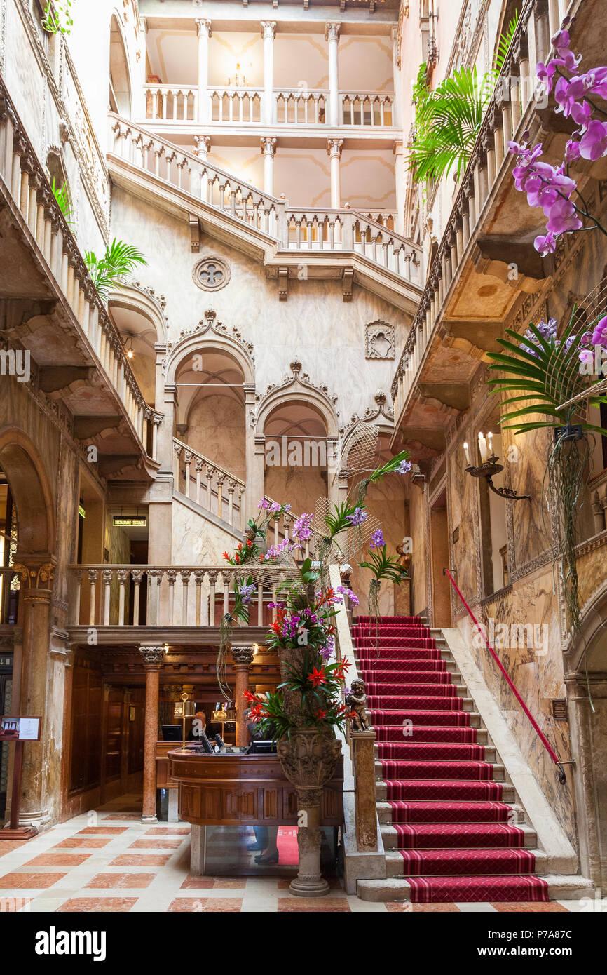 Inneren Haupttreppe Des Historischen Luxus 5 Sterne Hotel Danieli