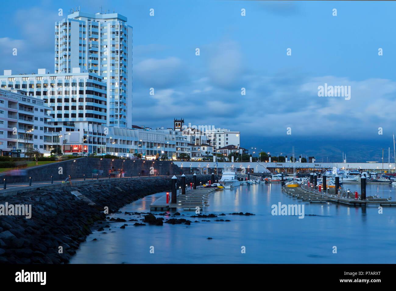 PONTA DELGADA, PORTUGAL - 28. JUNI 2018: Ponta Delgada, Sao Miguel Island, ist die Hauptstadt der Azoren Archipel von Portugal. Stockbild