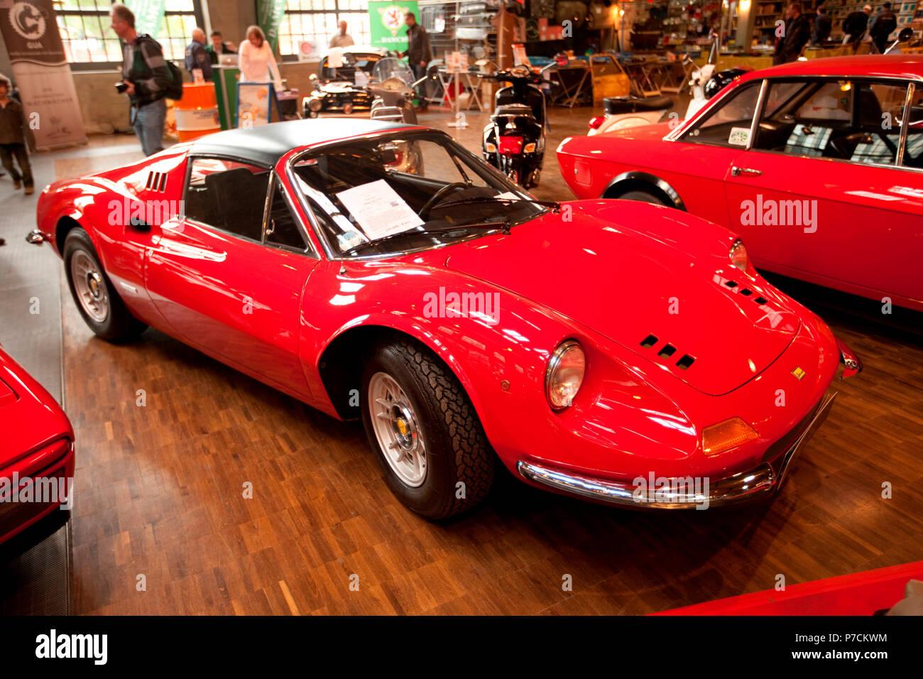 Classic Car Ferrari Dino 246 Gt Alfredo Ferrari Gebaut 1969 1974 In Modena Pininfarina Design V6 Italien Europa Stockfotografie Alamy
