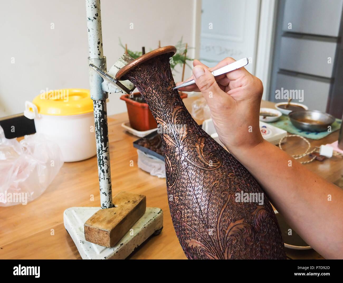 Gluing Stockfotos & Gluing Bilder - Alamy