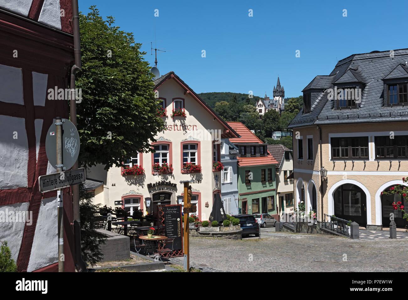 Kleiner Platz mit alten Häusern in Königstein Altstadt, Hessen, Deutschland Stockbild