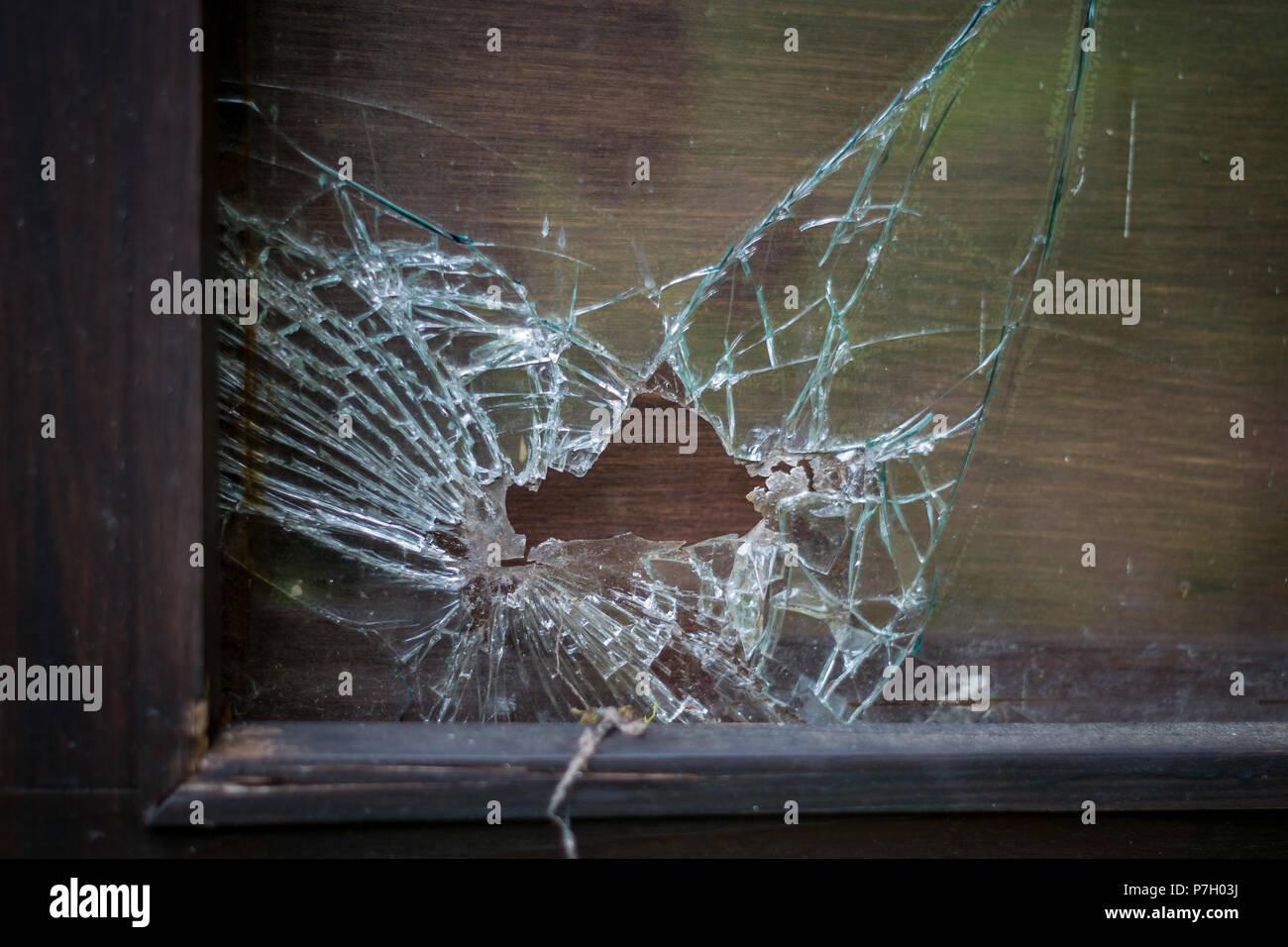 Gebrochenen Rahmen aus Glas Stockfoto, Bild: 211200294 - Alamy