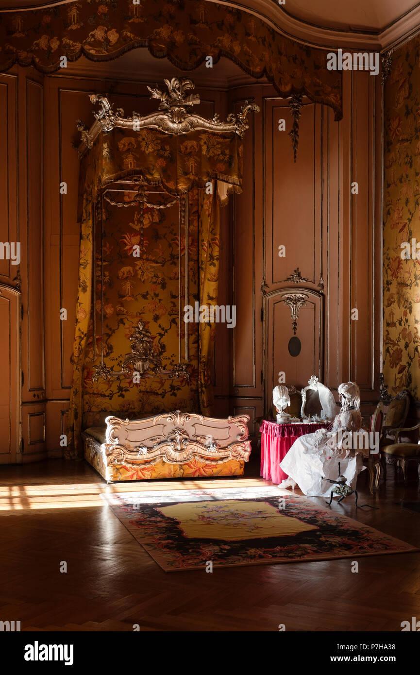 Rococo Style Bed Stockfotos Und Bilder Kaufen Alamy