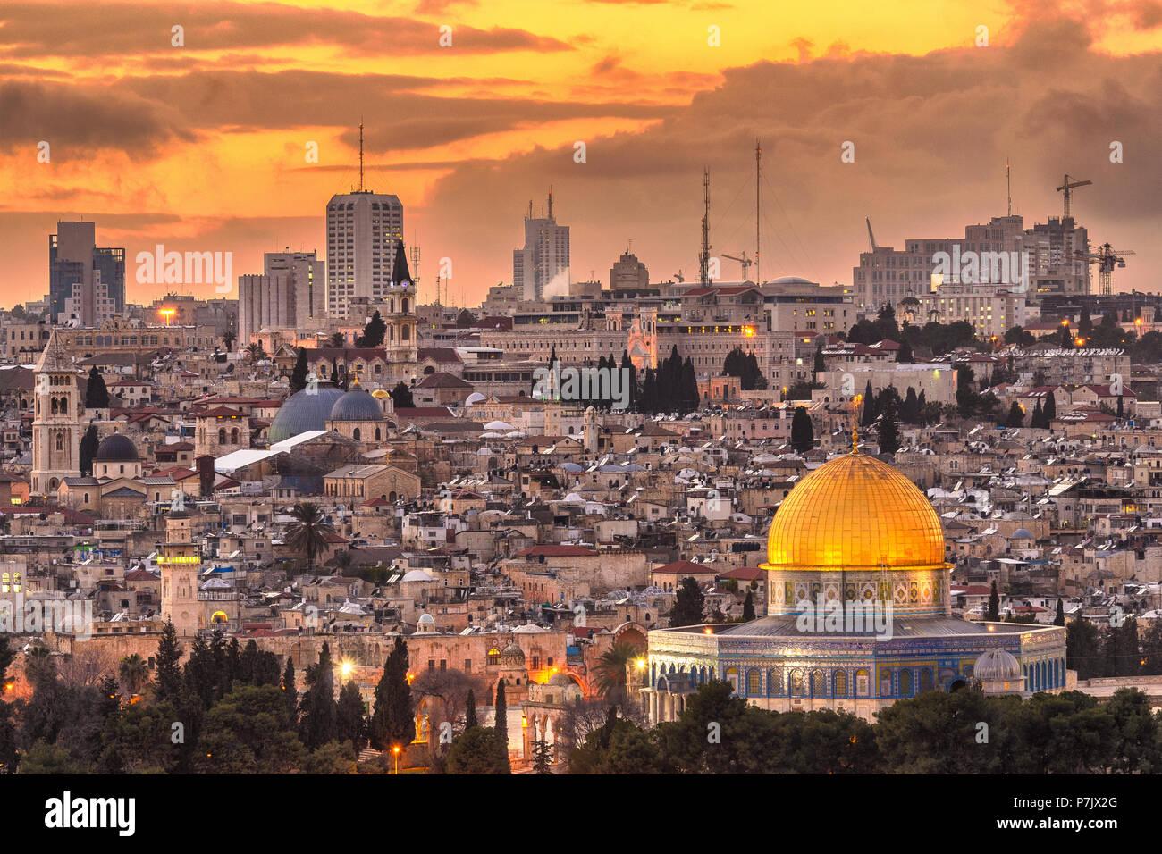 Jerusalem, Israel alte Skyline der Stadt in der Dämmerung vom Ölberg. Stockbild