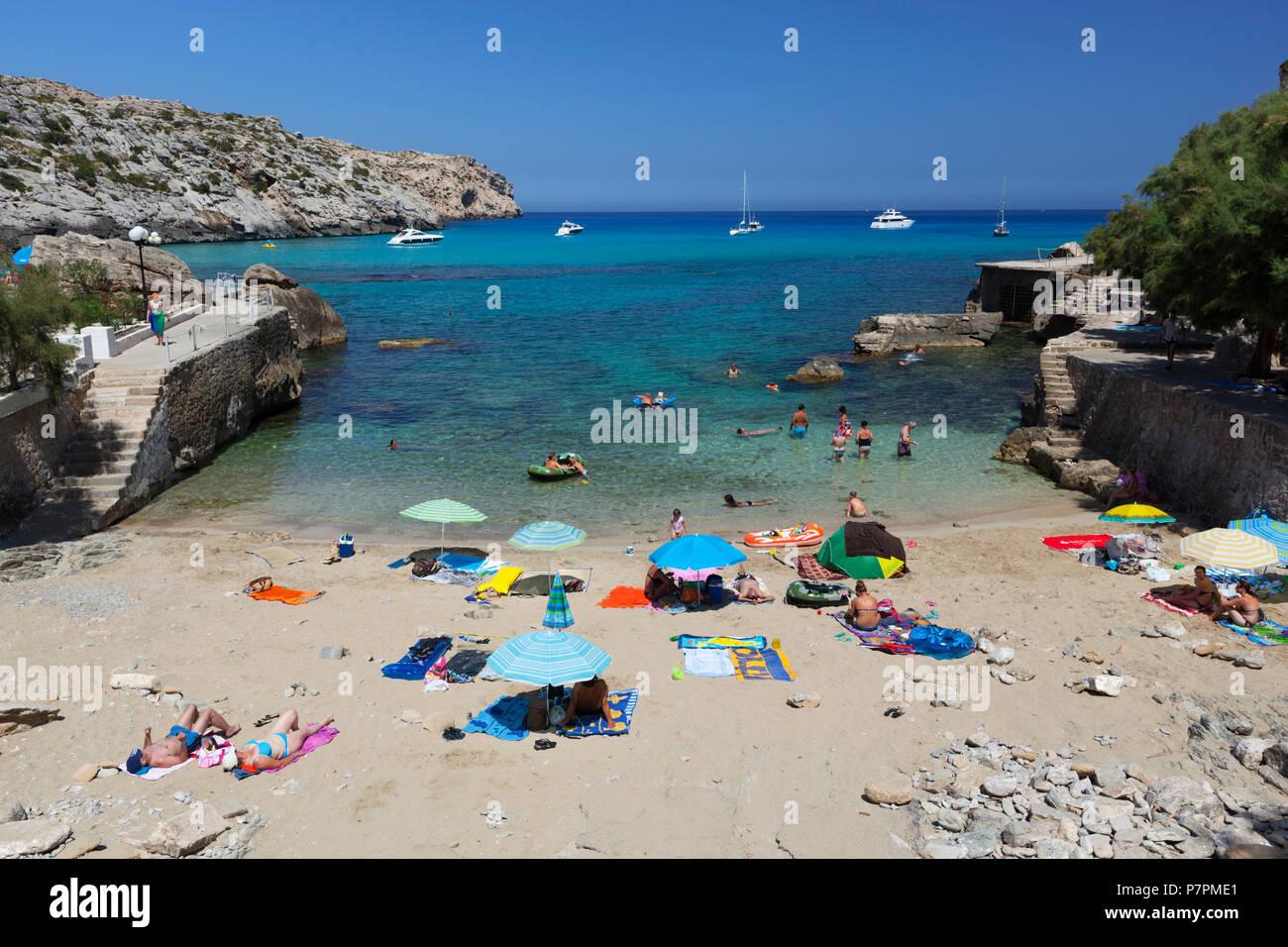 Aussicht auf den Strand von Cala San Vincente im Sommer Stockbild