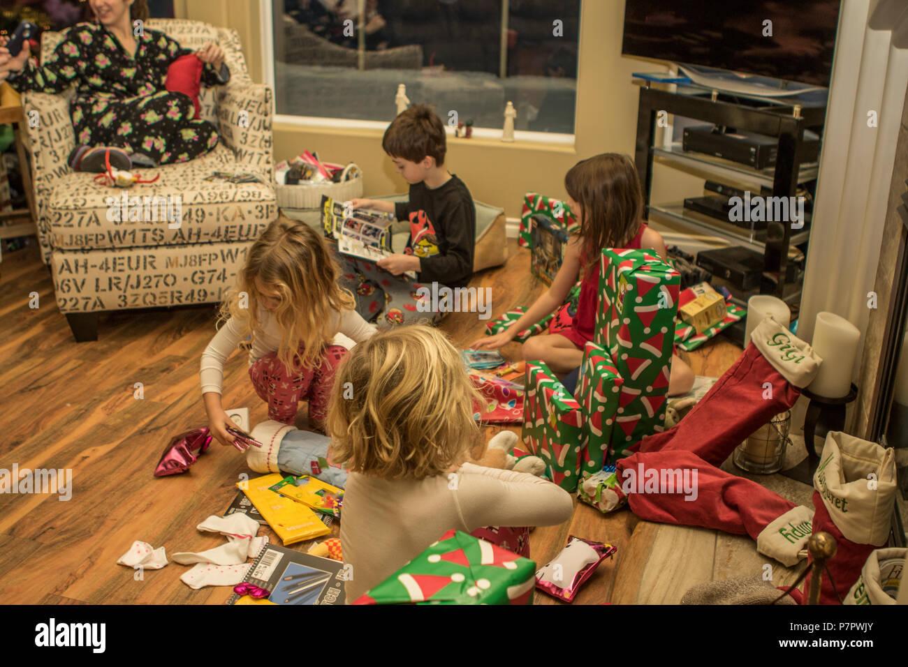Little Girl Christmas Stockings Stockfotos & Little Girl Christmas ...