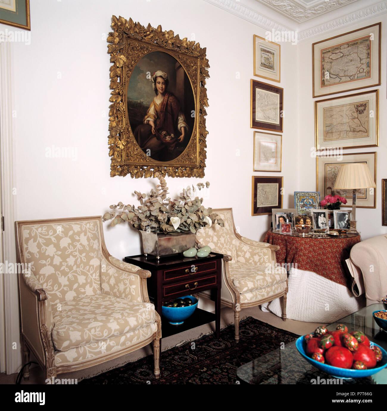 Großen portrait oben beige gepolsterten Stühlen im Stadthaus ...
