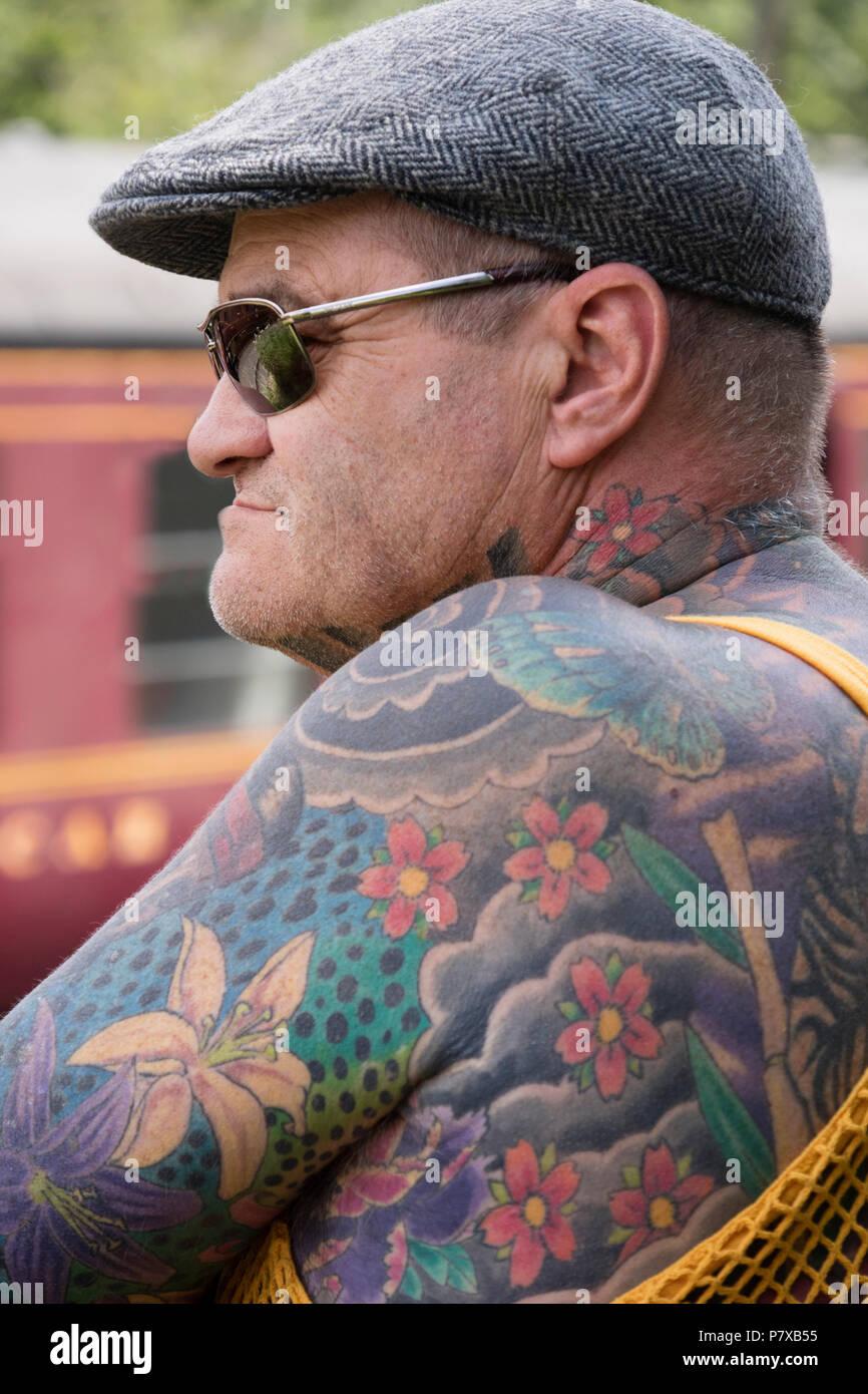 💐 Tattoo brust schriftzug mann
