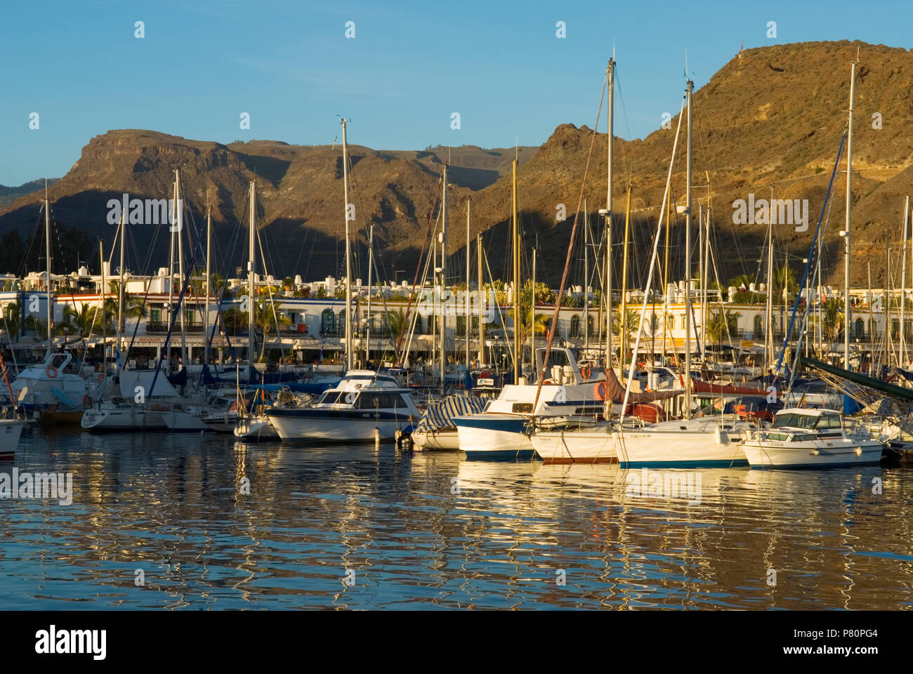 Yachten im Hafen von Puerto de Mogan Stockbild