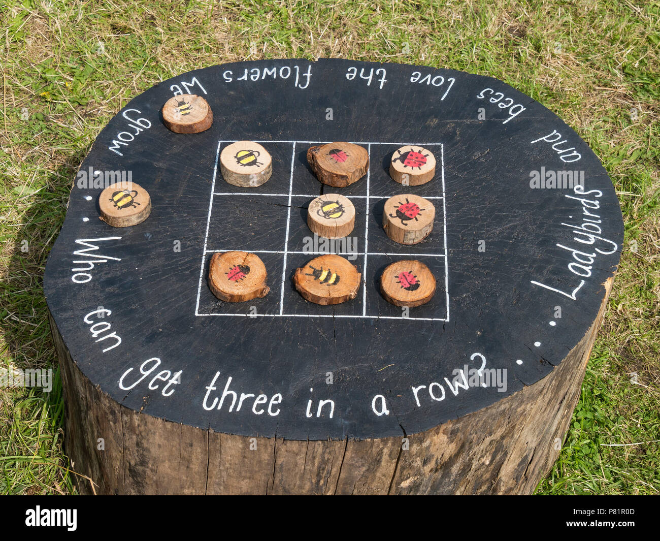 kinder gro e wildtiere themed holz outdoor tic tac toe. Black Bedroom Furniture Sets. Home Design Ideas