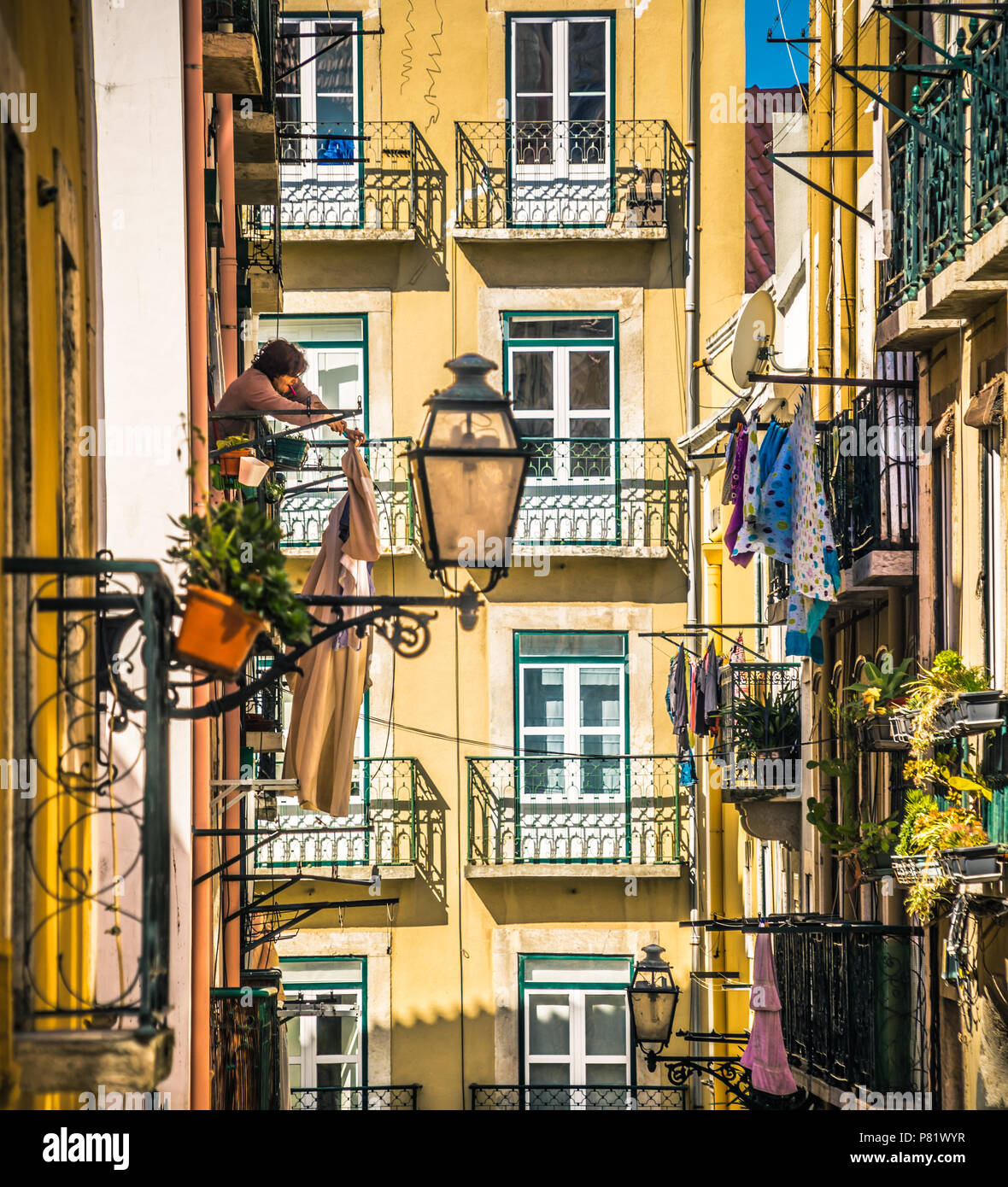 Lissabon, Portugal, Straße im Stadtteil Bairro Alto Stockbild