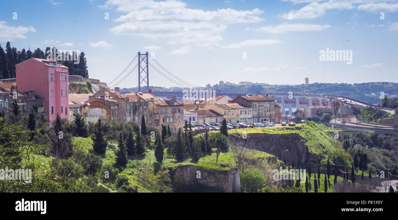 Lissabon, Portugal, Panorama mit Ponte 25. Abril Stockbild