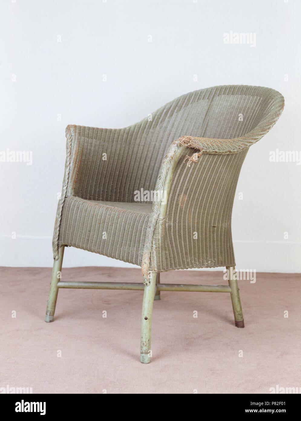 Nahaufnahme einer vintage Lloyd Loom Stuhl vor der Instandsetzung ...