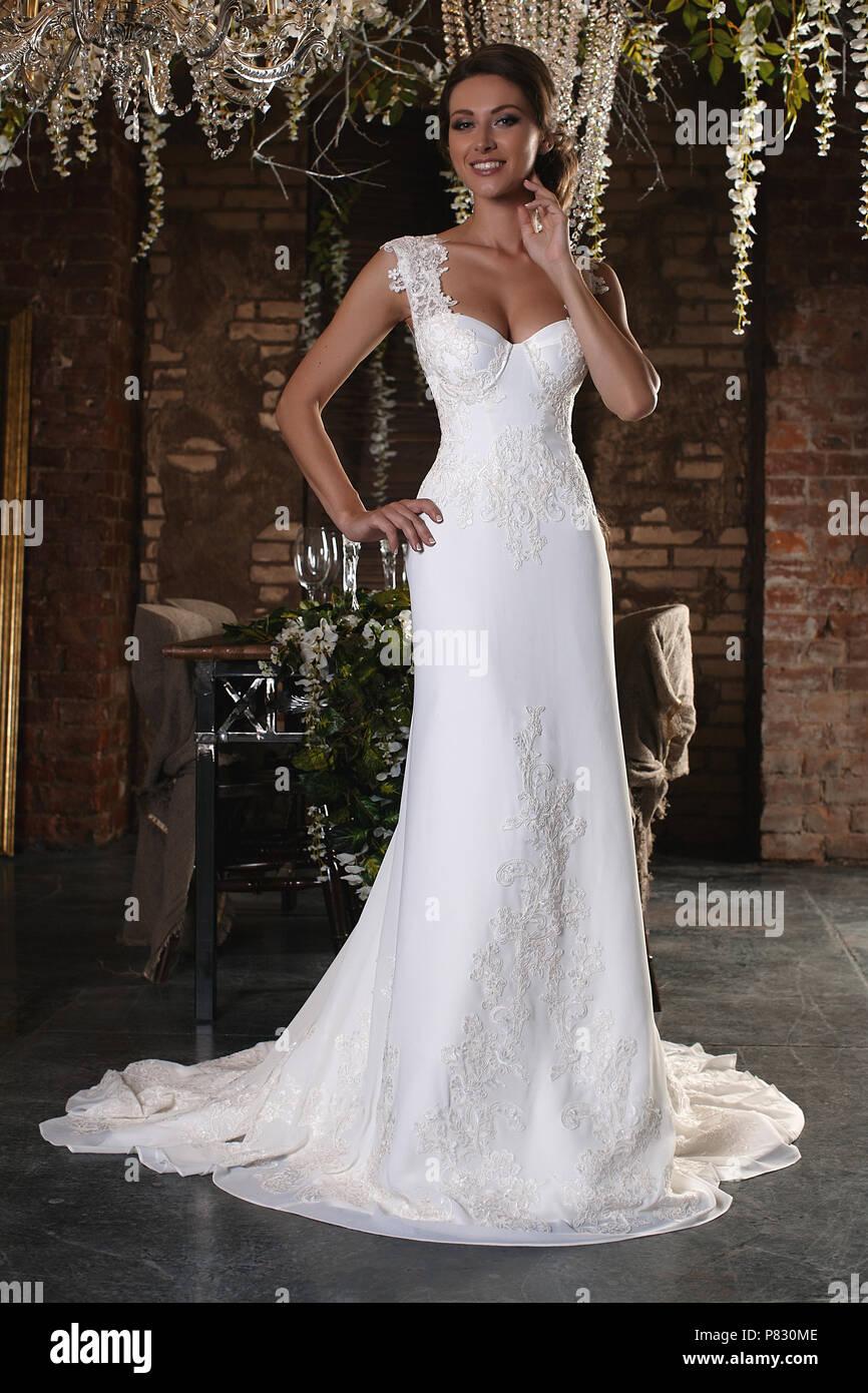 size 40 0b899 1492b Porträt einer wunderschönen Braut. Spitzenkleid. Hochzeit ...