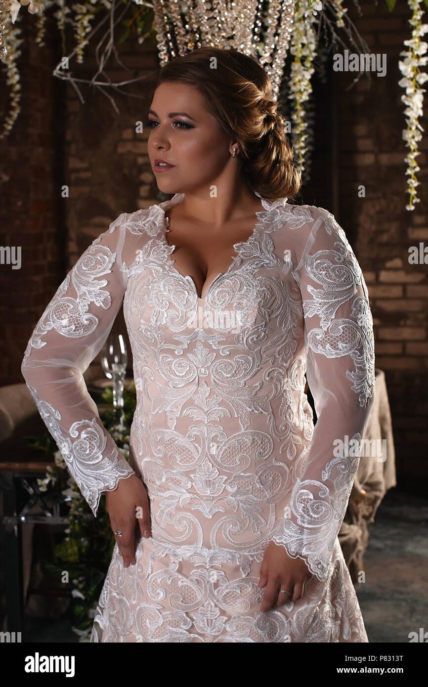 Porträt Einer Wunderschönen Braut Spitzenkleid Hochzeit