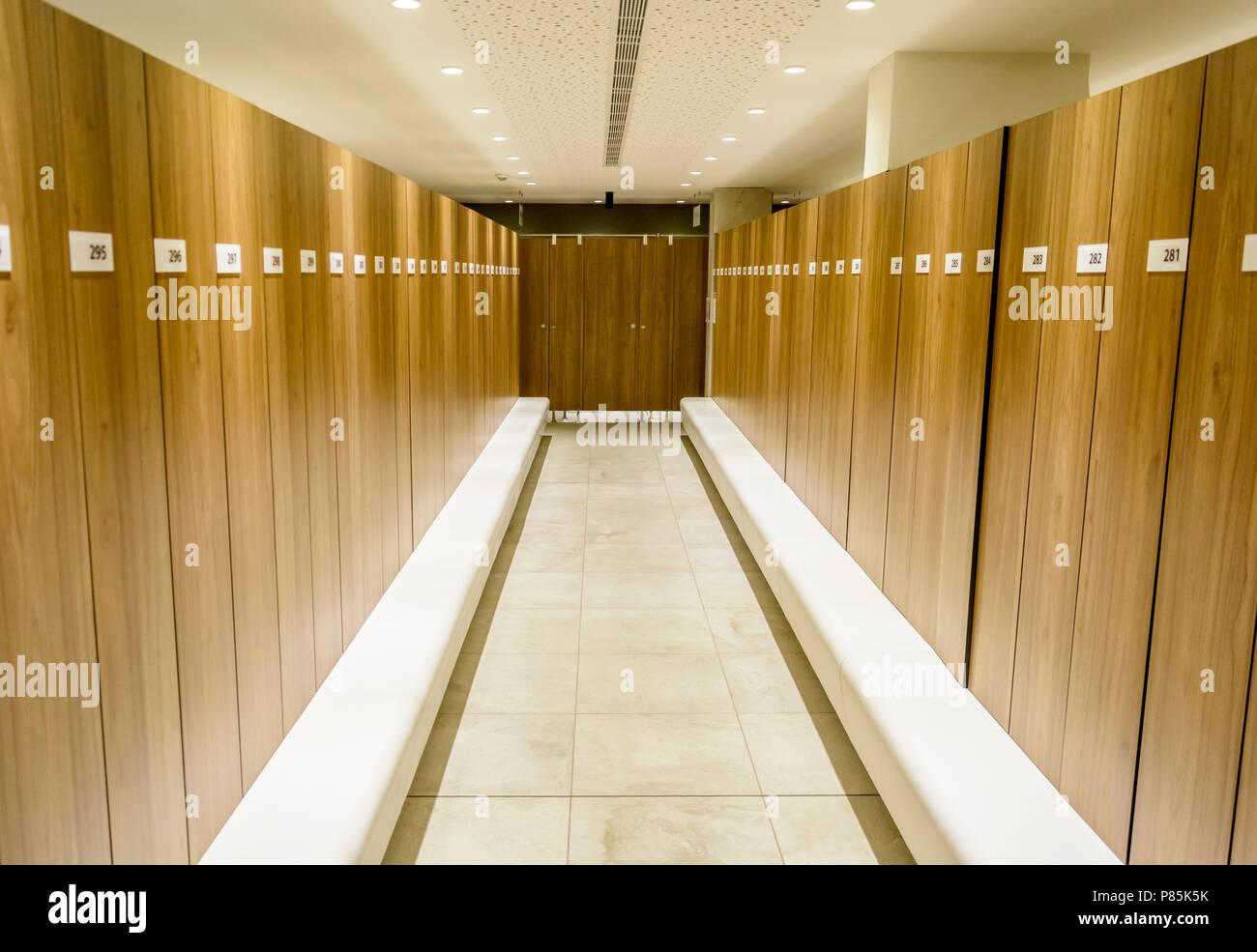 Schön Moderne Beleuchtung Ideen Von Spinde In Einem Schwimmbad Mit Bank, Und