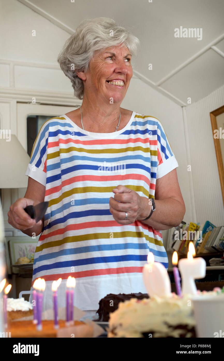 Bognor Regis Sussex Eine 70 Jahre Alte Frau Feiert Ihren