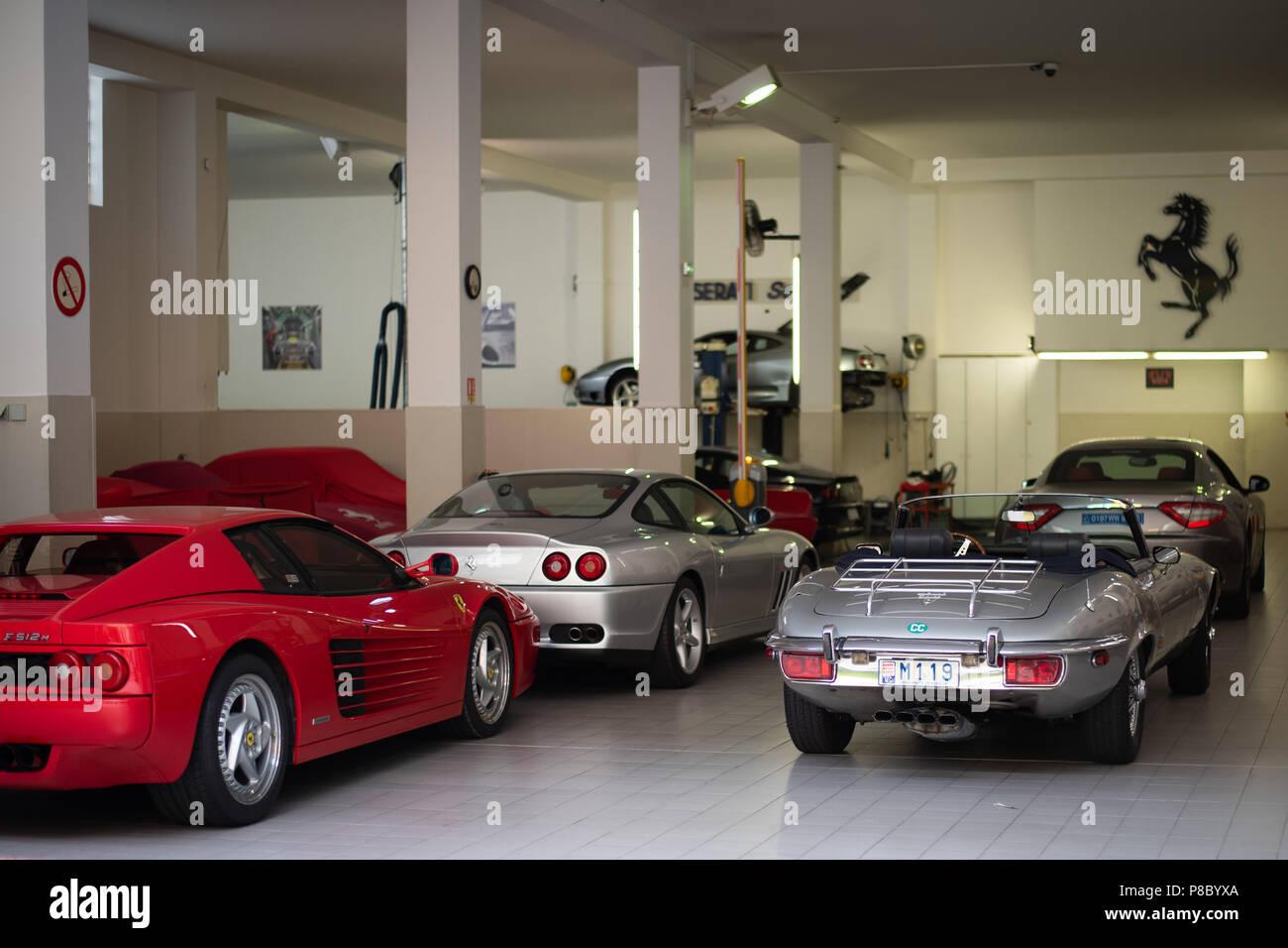 Ferrari Dealership Car Stockfotos Und Bilder Kaufen Alamy