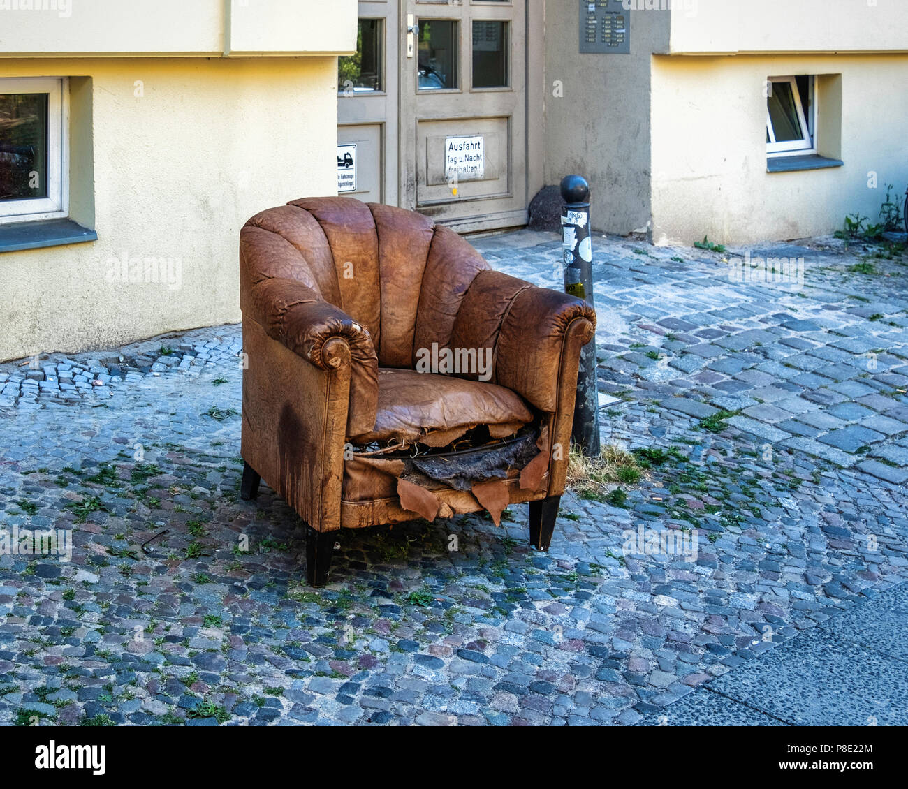 Old Leather Chair Stockfotos & Old Leather Chair Bilder - Alamy