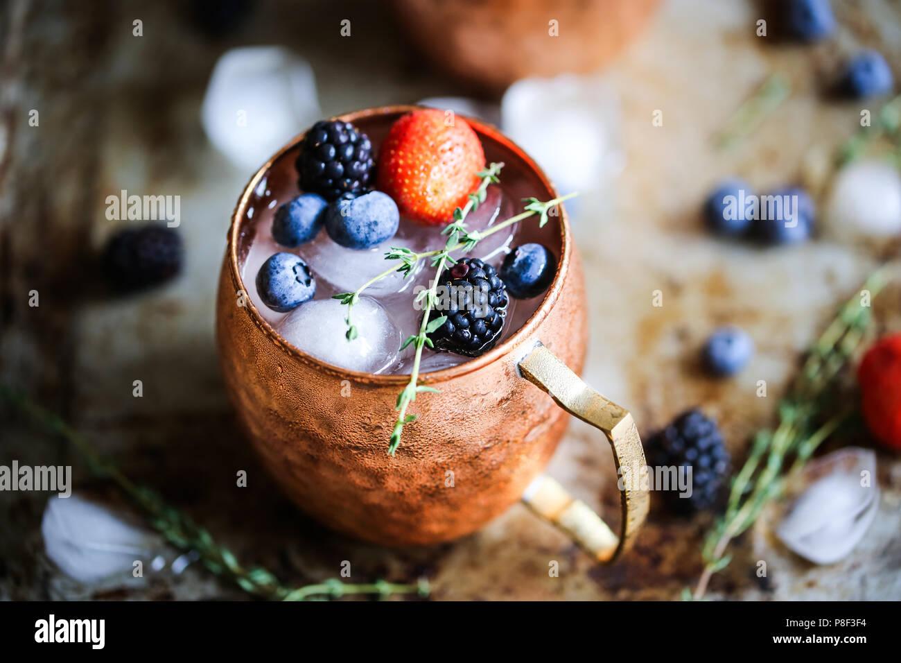 Sommer Beeren Moscow Mule Stockbild