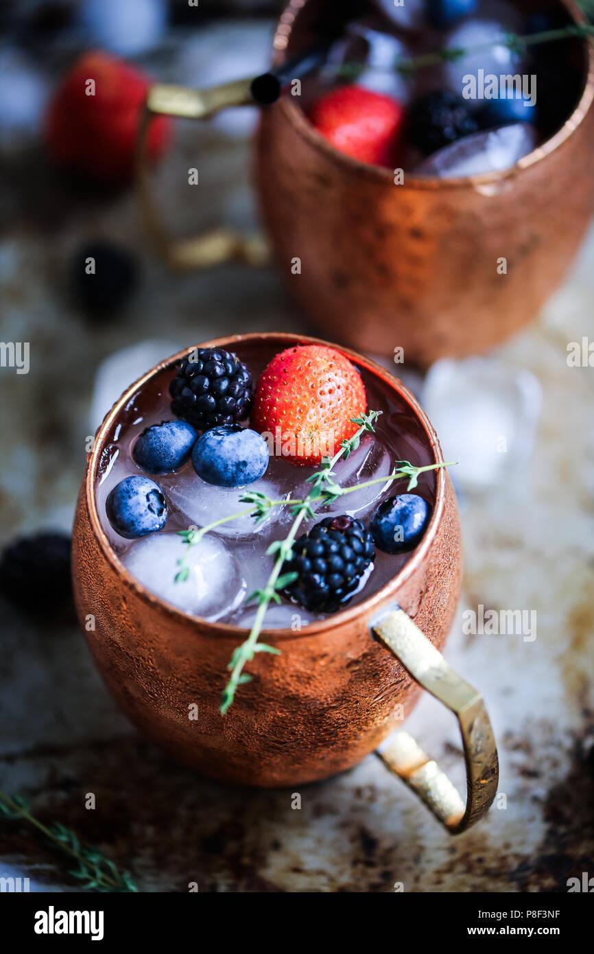 Sommer Beeren Moscow Mule Stockfoto