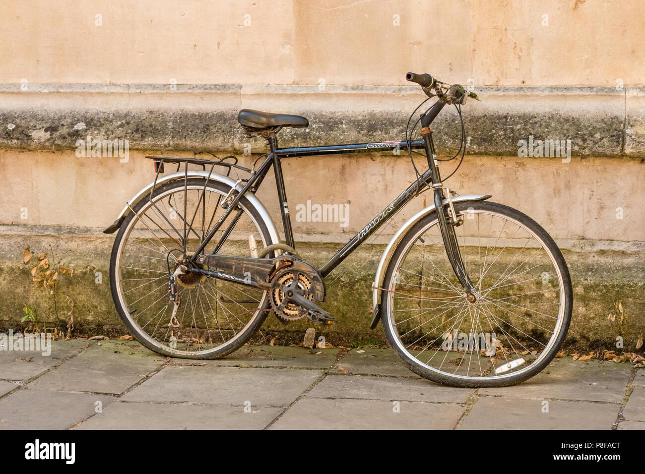 Fahrrad Mit Einem Verbogenen Rad Lugen Gegen Eine Wand In Oxford