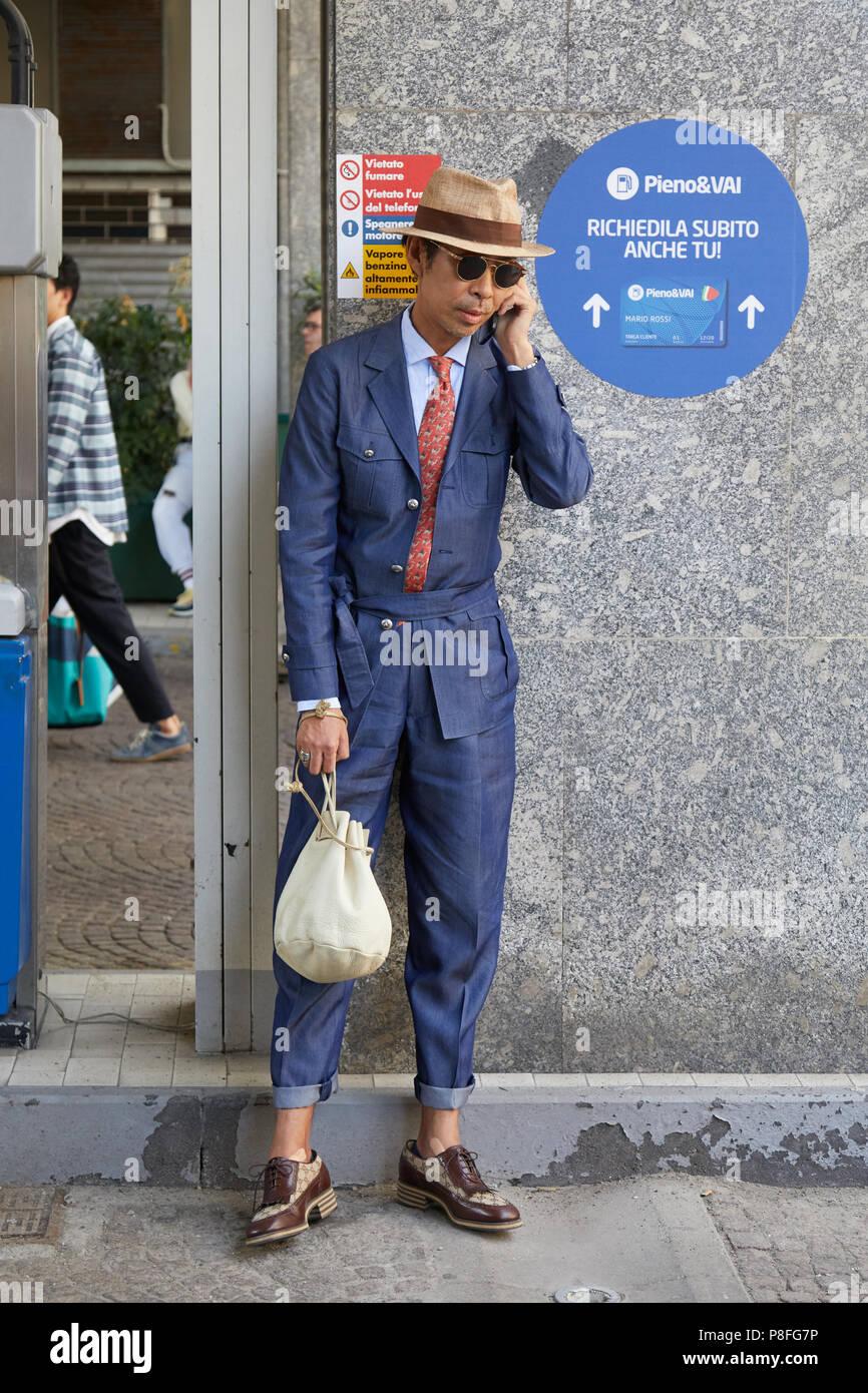 Mailand 16 Juni Mann Mit Gucci Schuhe Blaue Overalls Und Beige