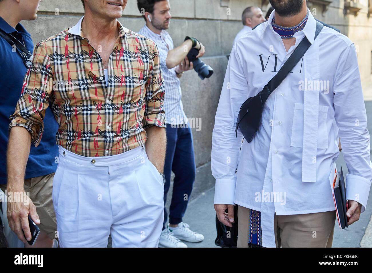 the best attitude 68713 1acc9 Mailand - Juni 16: Männer mit Burberry Hemd und Valentino ...